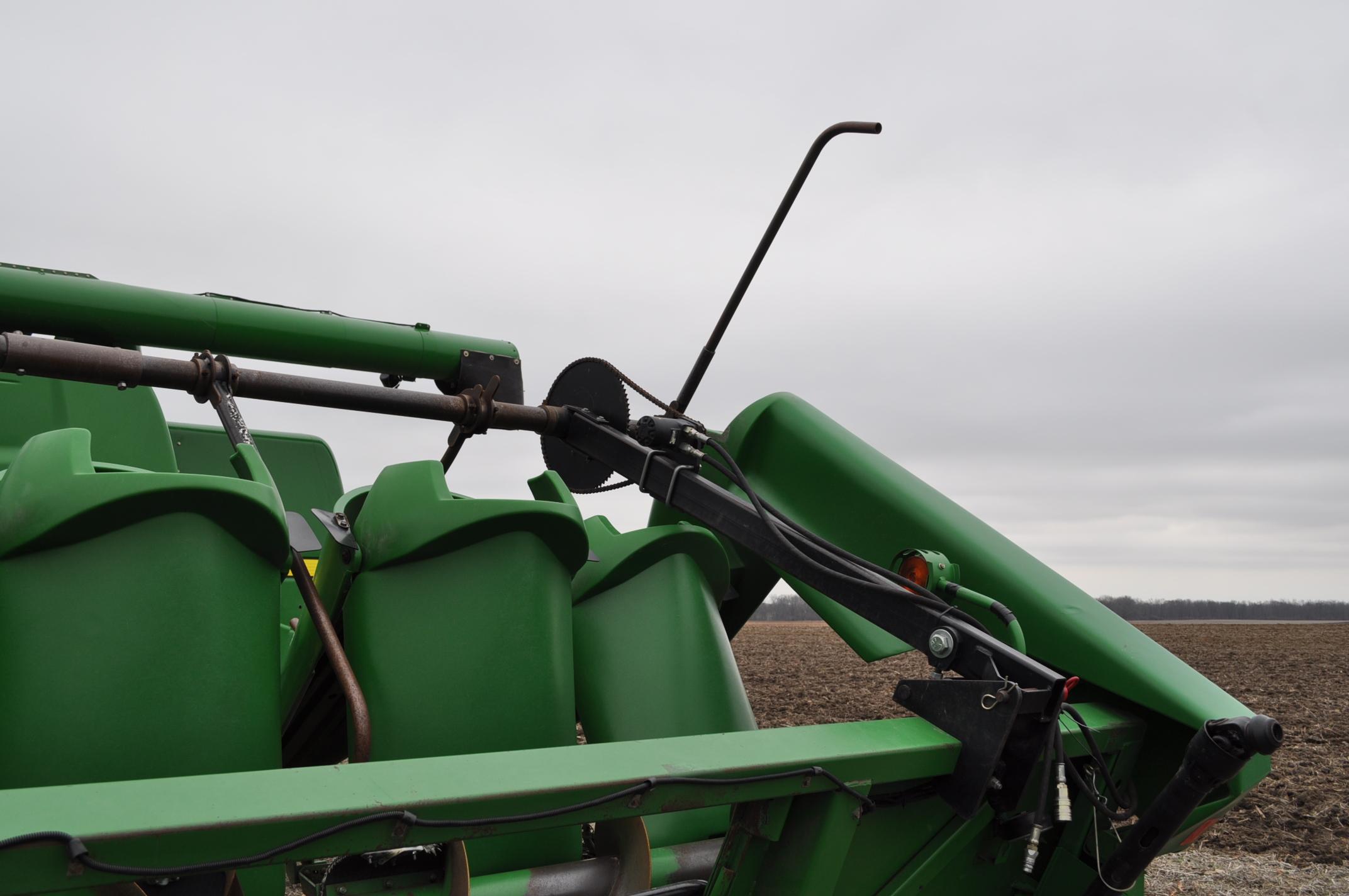 John Deere 693 corn head, poly, hyd drive, down corn reel, pto shafts, SN 655654 - Image 8 of 17