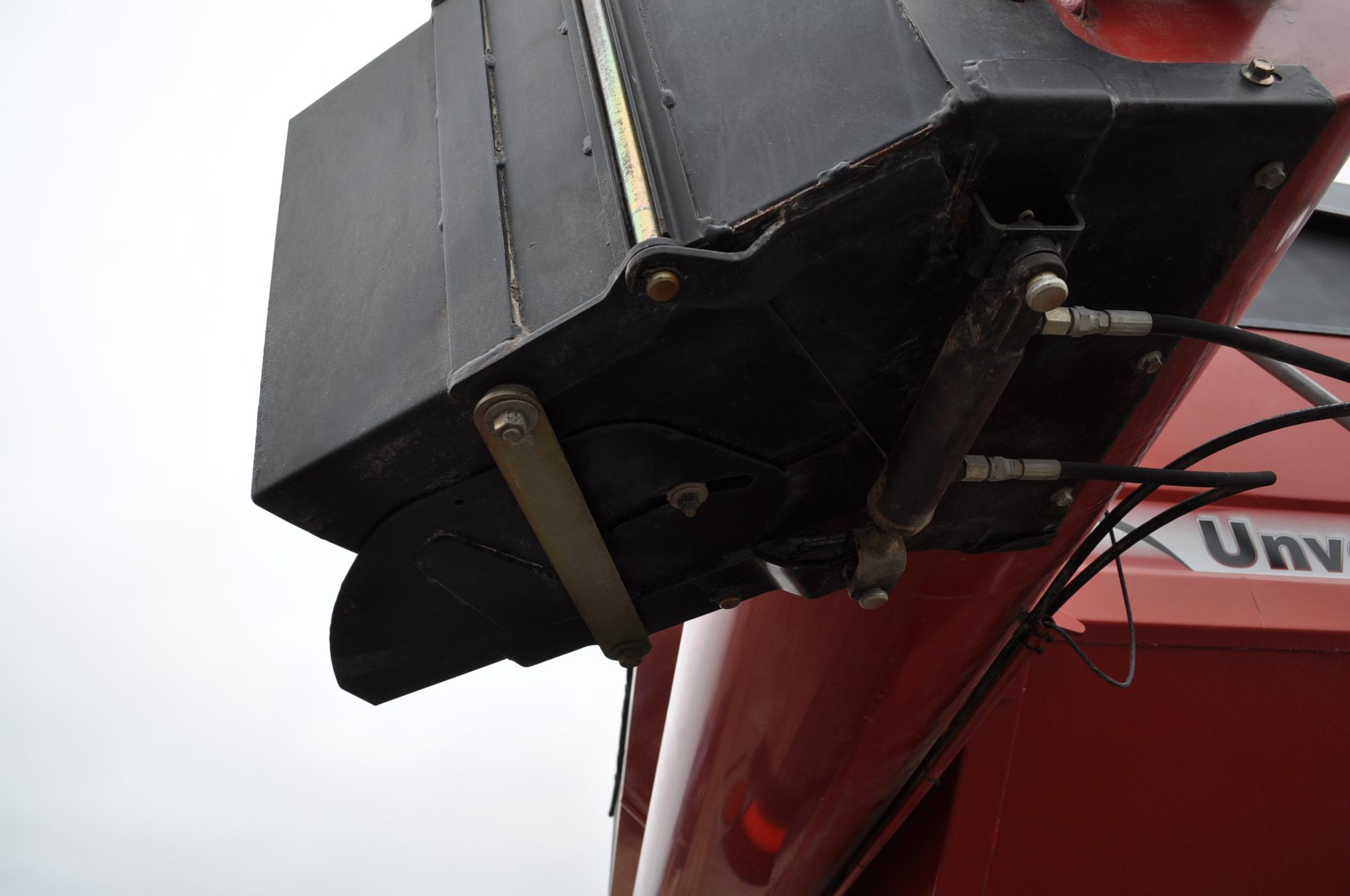 Unverferth 8250 grain cart, corner auger, 30.5L-32 diamond tread tires, lights, roll tarp, hyd - Image 10 of 11