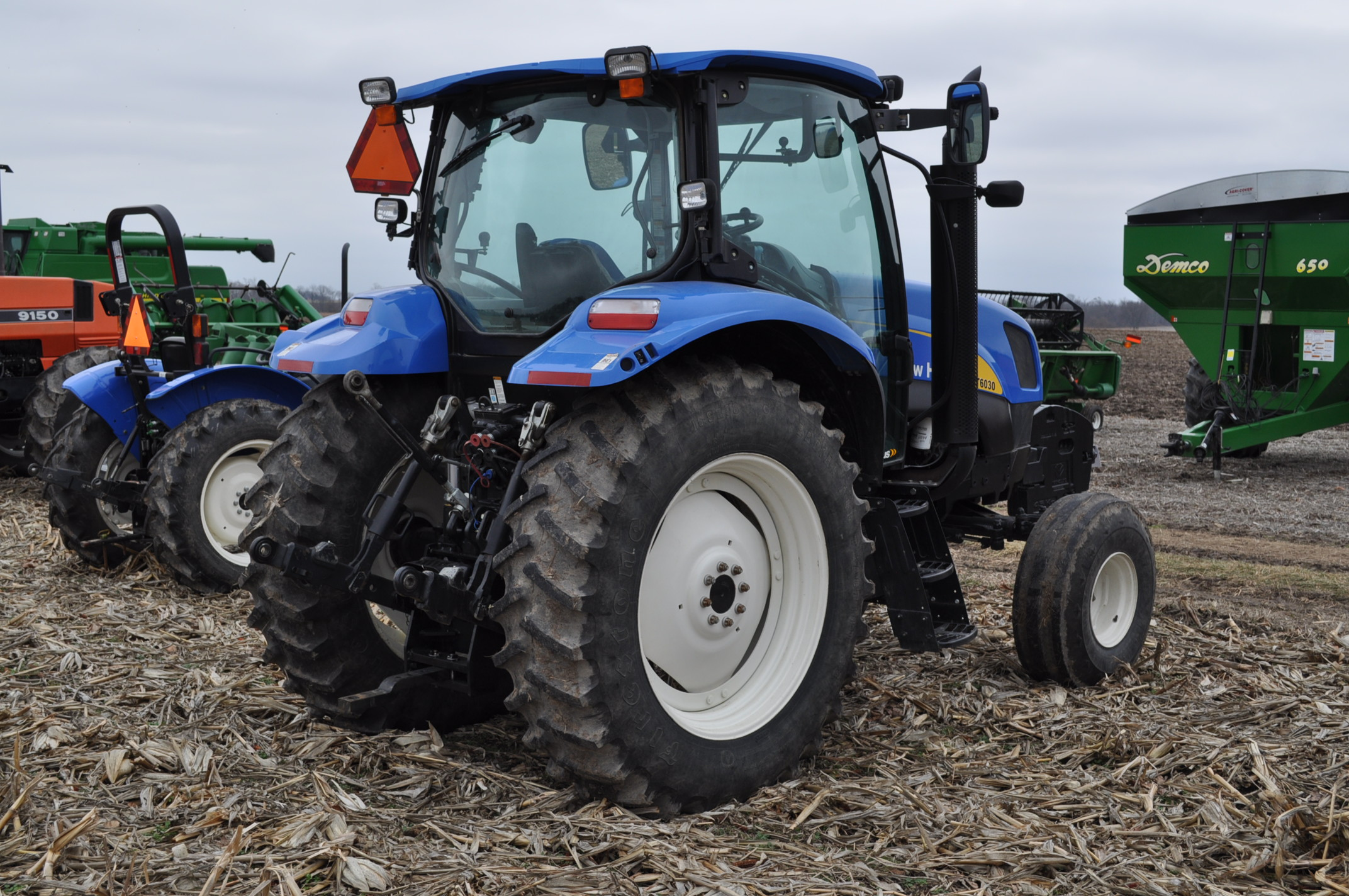 New Holland T6030 tractor, CHA, 16.9 R 38 tires, 11.00-16 front, 6 front wts, 3 hyd remotes, 3 pt, - Image 3 of 21
