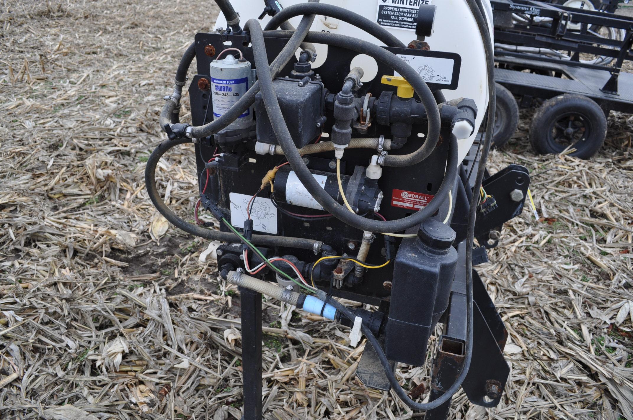 Redball 110 gallon poly tankw/ 12 volt pump, 3 pt. - Image 5 of 10