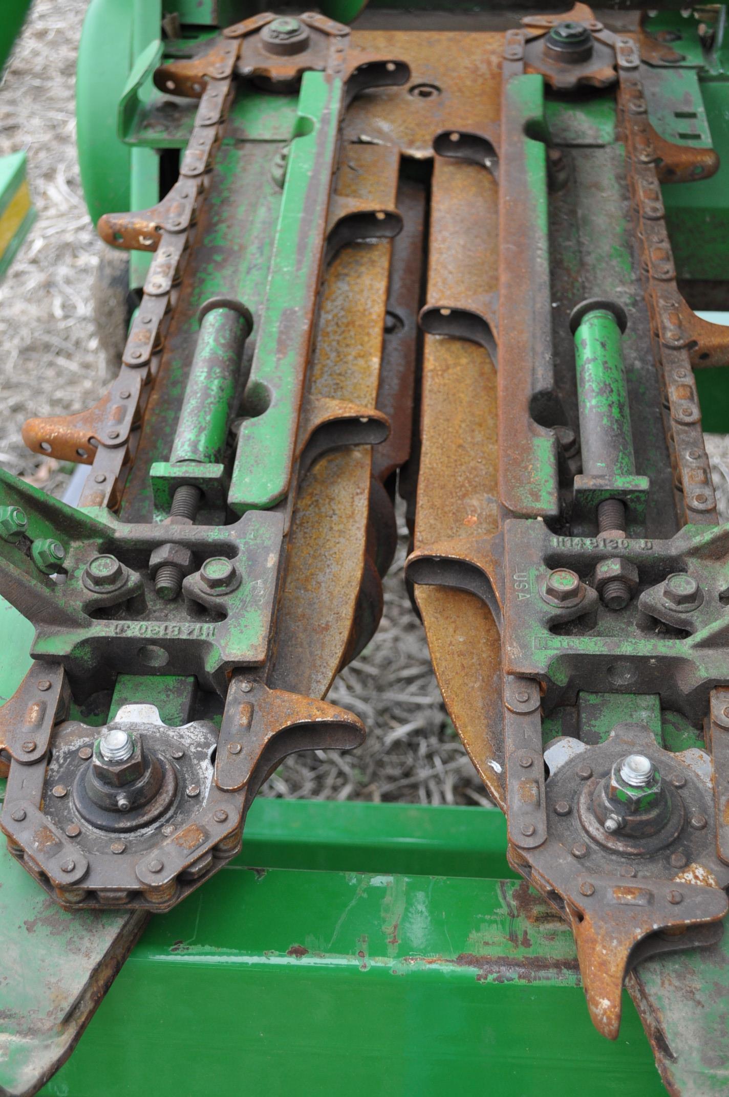 John Deere 693 corn head, poly, hyd drive, down corn reel, pto shafts, SN 655654 - Image 11 of 17
