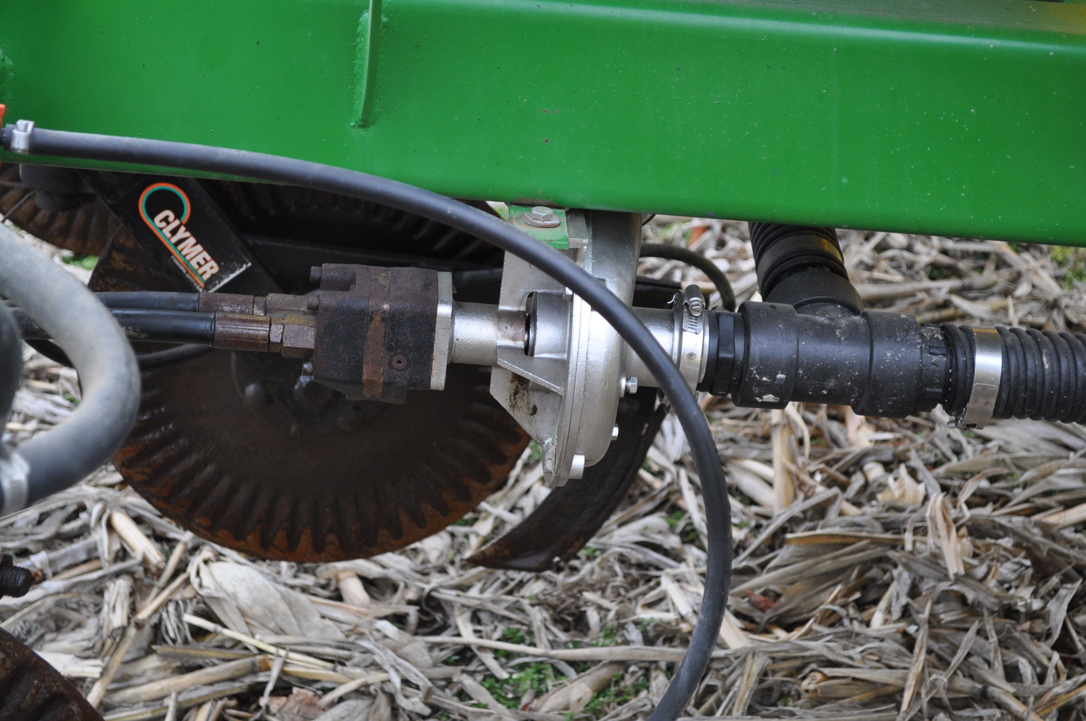 Spray King 28% applicator, 11 coulters w/ knives, 850 poly tank, SS hyd pump, spot spray nozzles - Image 11 of 15