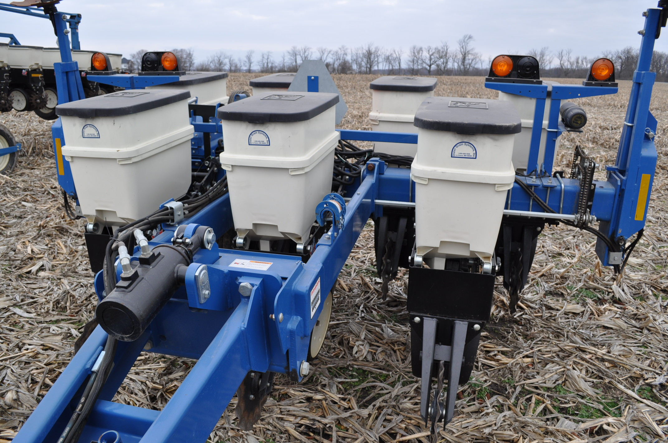 Kinze 3000 planter 4/7 planter, boxes, no-till, pull-type, ground drive, markers, rubber closing - Image 6 of 14