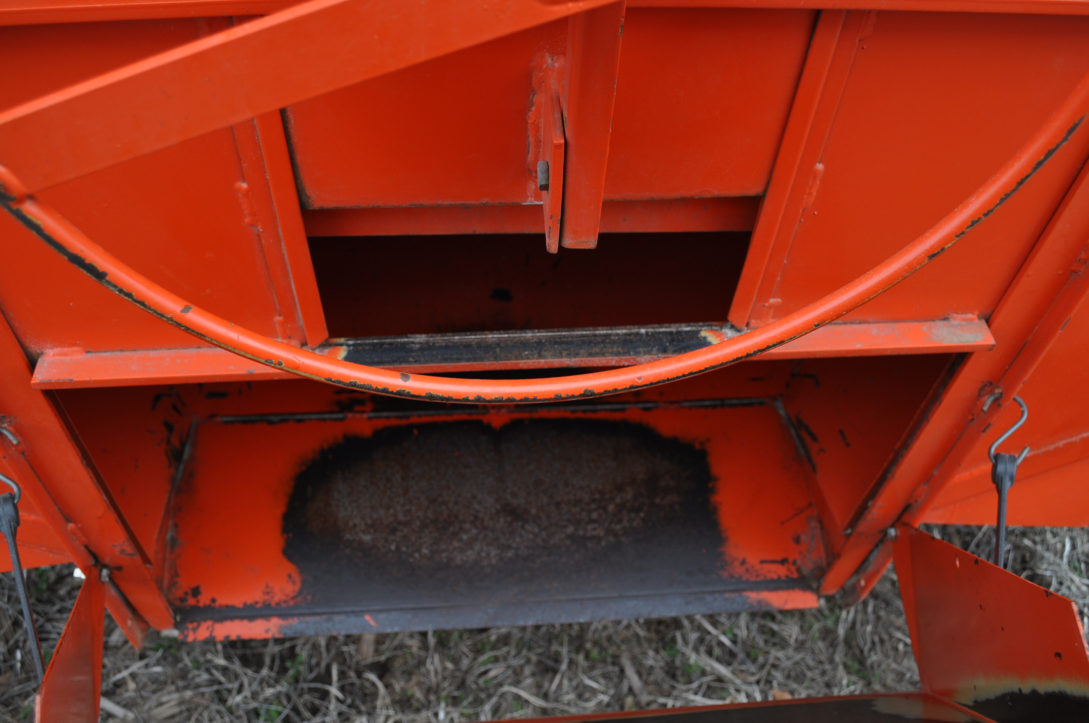 Killbros 385 gravity bed wagon, tarp, steel rails, Killbros 1386 gear, 11 R 22.5 tires - Image 7 of 7