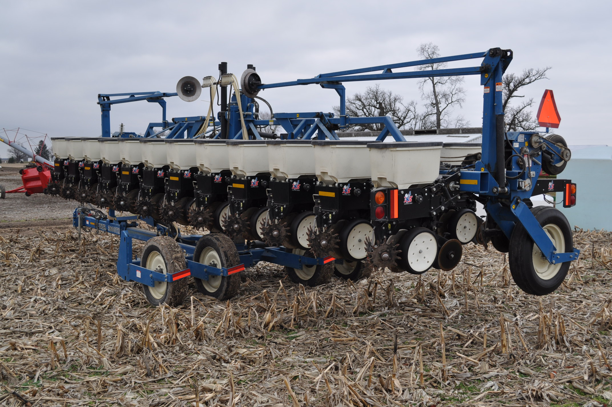 Kinze 3600TR planter, 12/24 twin row, Martin row cleaners, markers, finger pick up, cast closing - Image 3 of 20