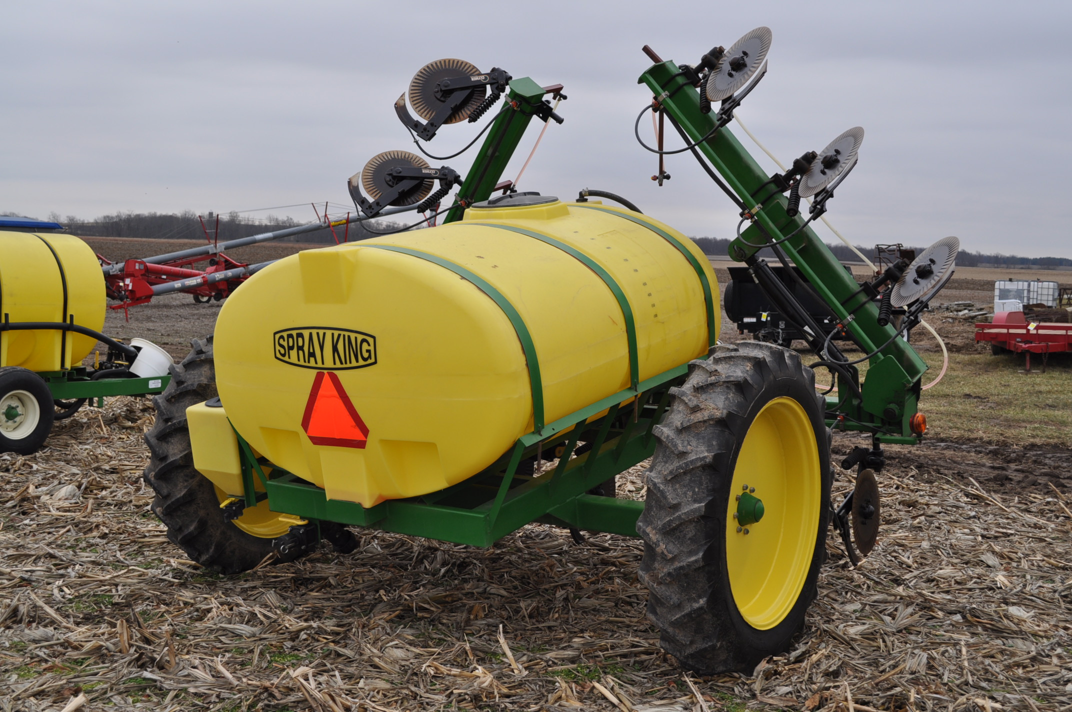 Spray King 28% applicator, 11 coulters w/ knives, 850 poly tank, SS hyd pump, spot spray nozzles - Image 3 of 15