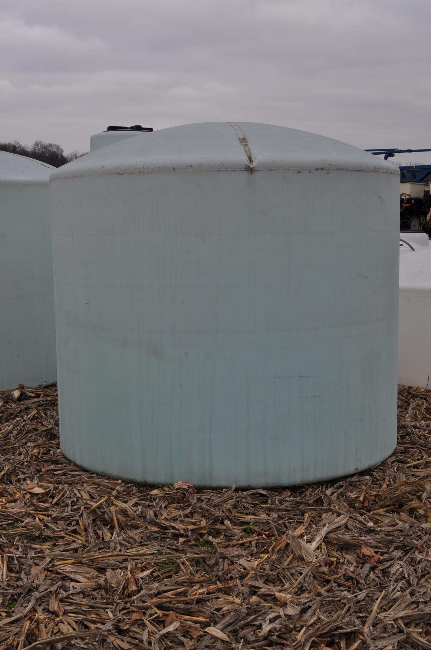 2500 gallon flat bottom poly tank - Image 2 of 4