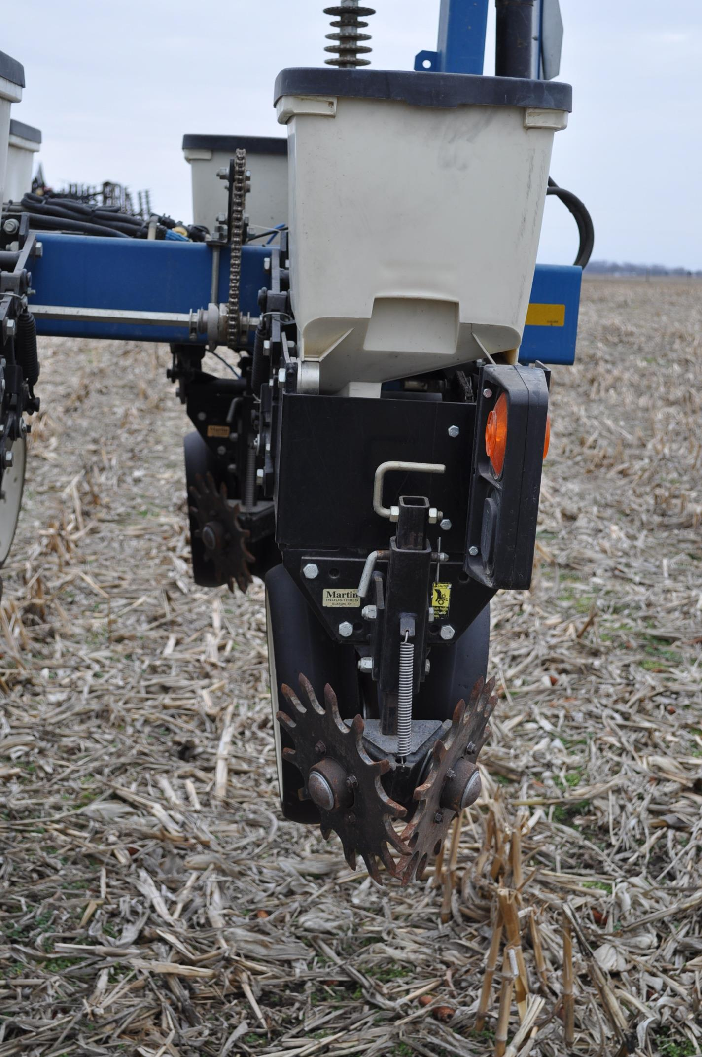 Kinze 3600TR planter, 12/24 twin row, Martin row cleaners, markers, finger pick up, cast closing - Image 11 of 20