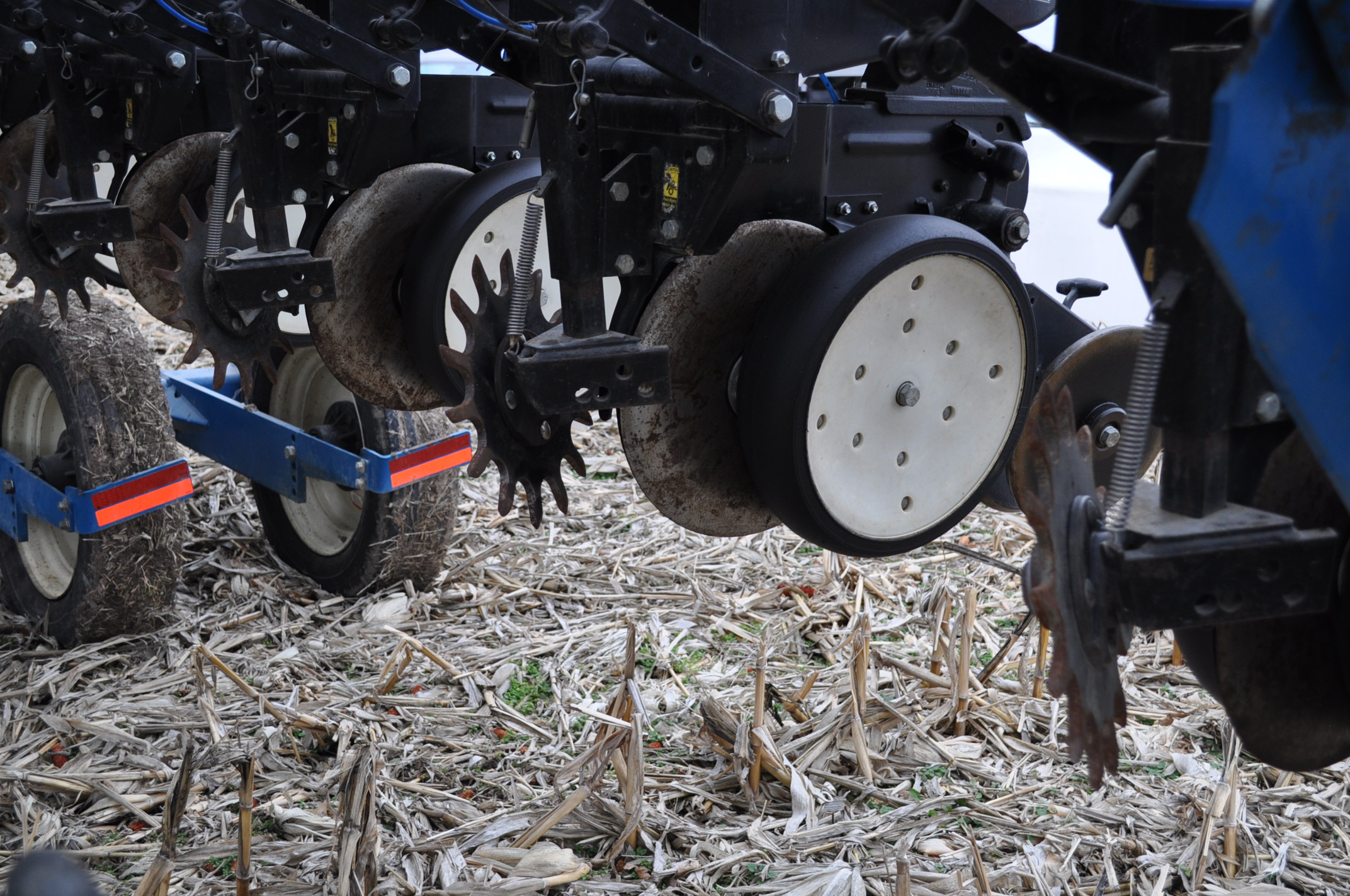 Kinze 3600TR planter, 12/24 twin row, Martin row cleaners, markers, finger pick up, cast closing - Image 9 of 20