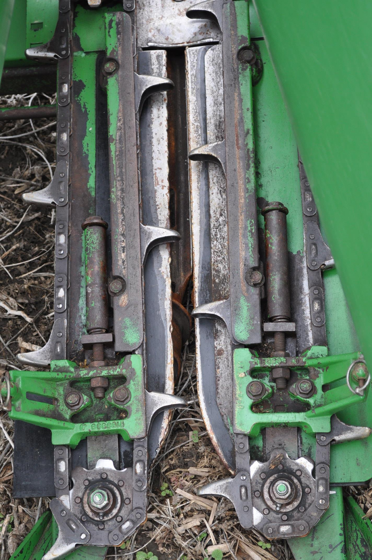 John Deere 693 corn head, poly, fluted rolls, hyd deck plates, pto shafts, SN 710815 - Image 6 of 14