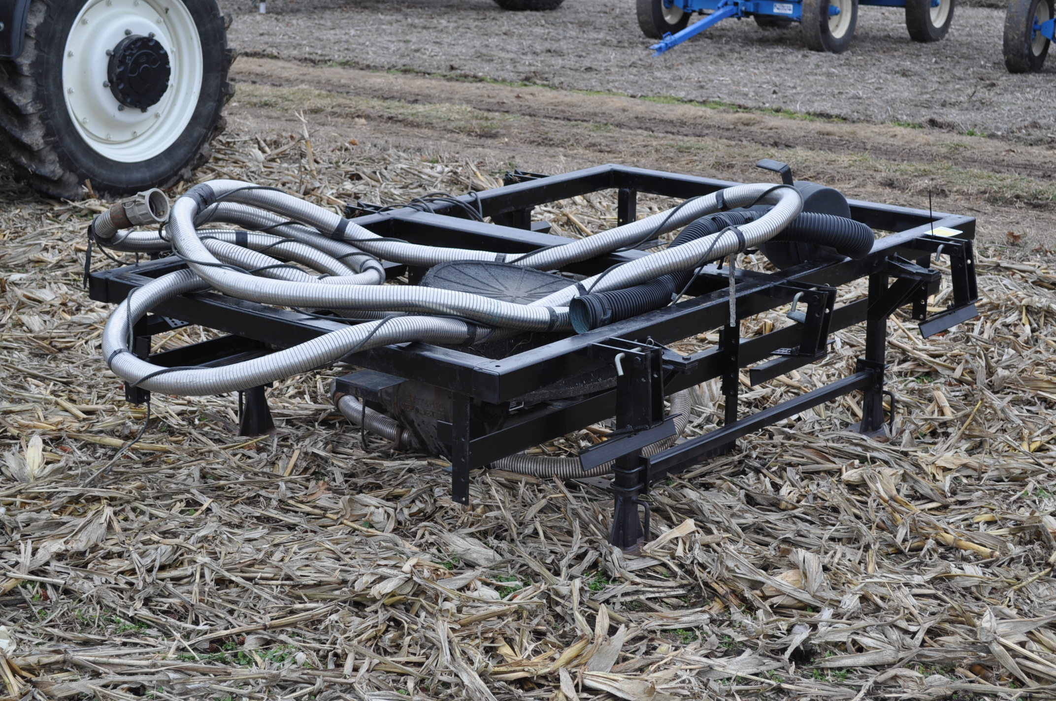 Yetter Seed Jet II air transfer seed tender, holds 2 pro boxes, Briggs & Stratton gas engine - Image 4 of 9
