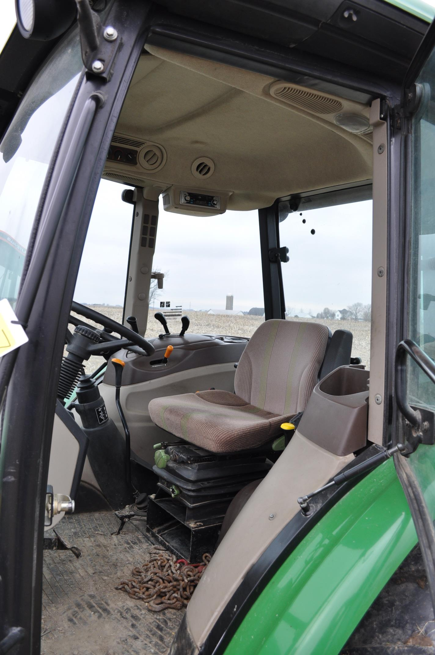 John Deere 5520 utility tractor, MFWD, 18.4 R 30 rear, 12.4-24 front, rear wheel wts, 2 hyd remotes, - Image 21 of 26