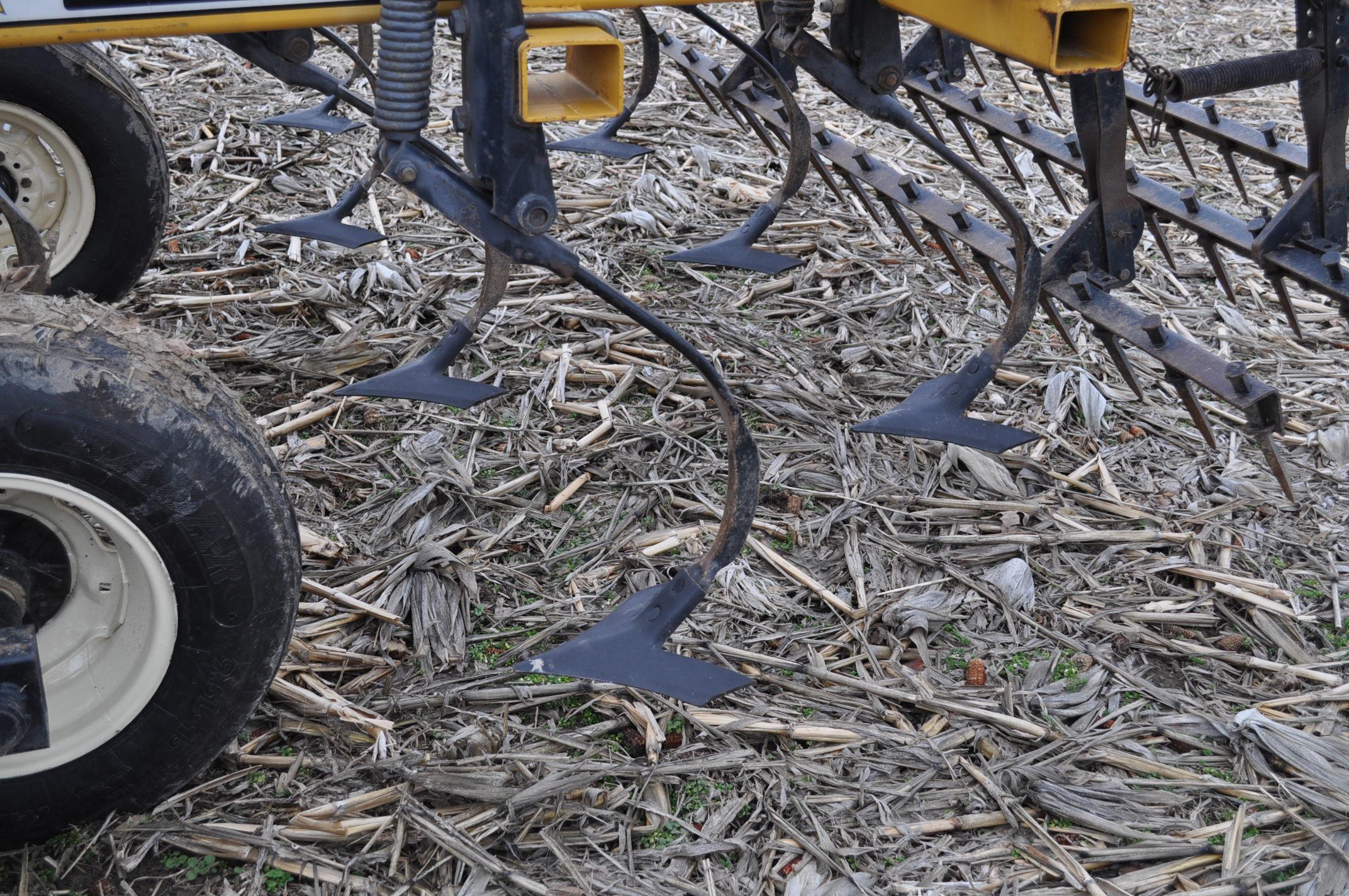 "17' Landoll Finisholl 850 mulch finisher, front blades, 9"" sweeps, 3 bar drag, hyd fold - Image 8 of 18"