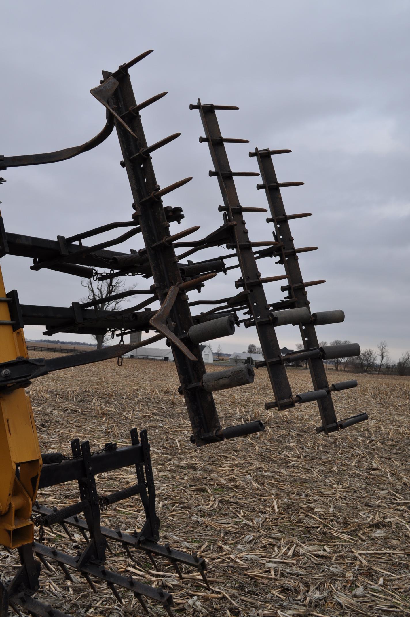"17' Landoll Finisholl 850 mulch finisher, front blades, 9"" sweeps, 3 bar drag, hyd fold - Image 10 of 18"