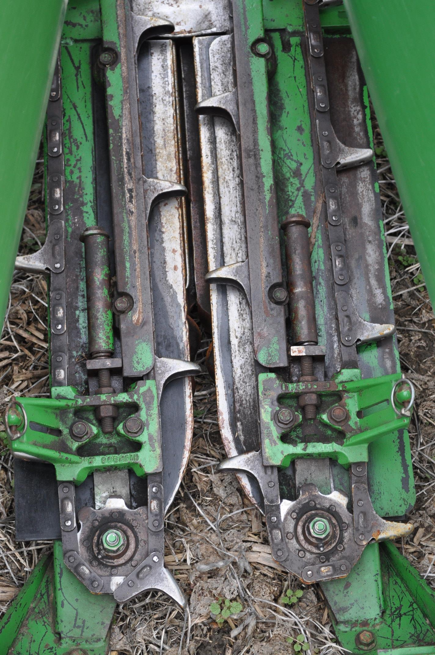 John Deere 693 corn head, poly, fluted rolls, hyd deck plates, pto shafts, SN 710815 - Image 8 of 14