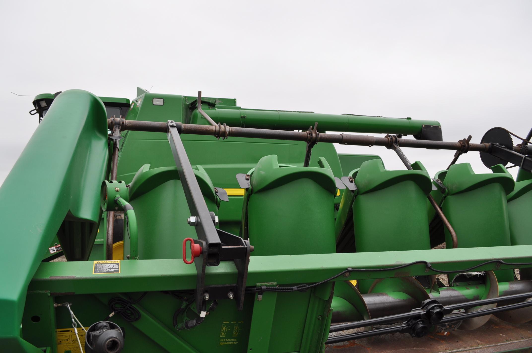 John Deere 693 corn head, poly, hyd drive, down corn reel, pto shafts, SN 655654 - Image 7 of 17
