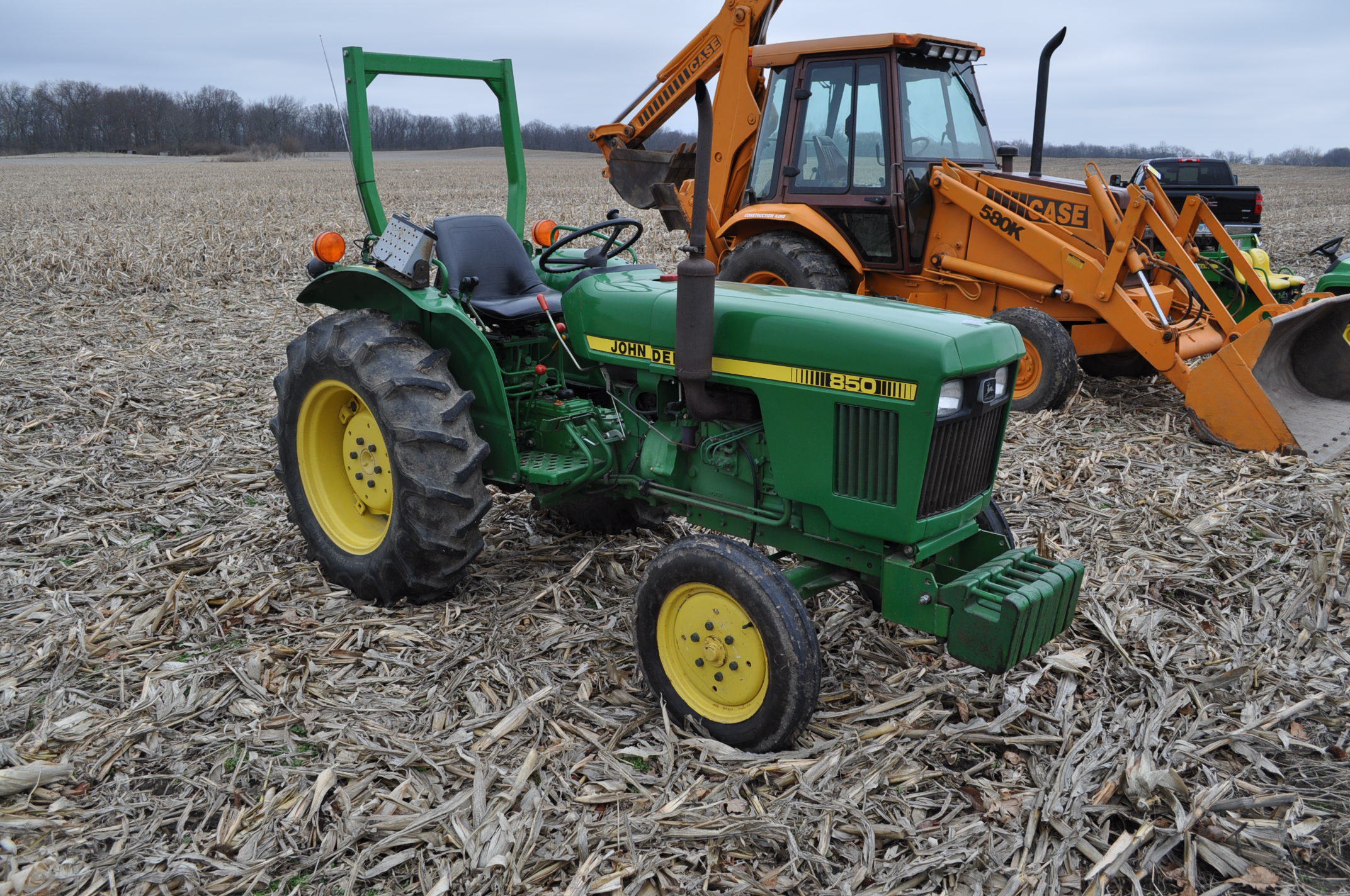John Deere 850 utility tractor, diesel, 12.4-24 rear, 5.00-16 front, 2 hyd remotes, 3 pt, 540 pto, - Image 4 of 13