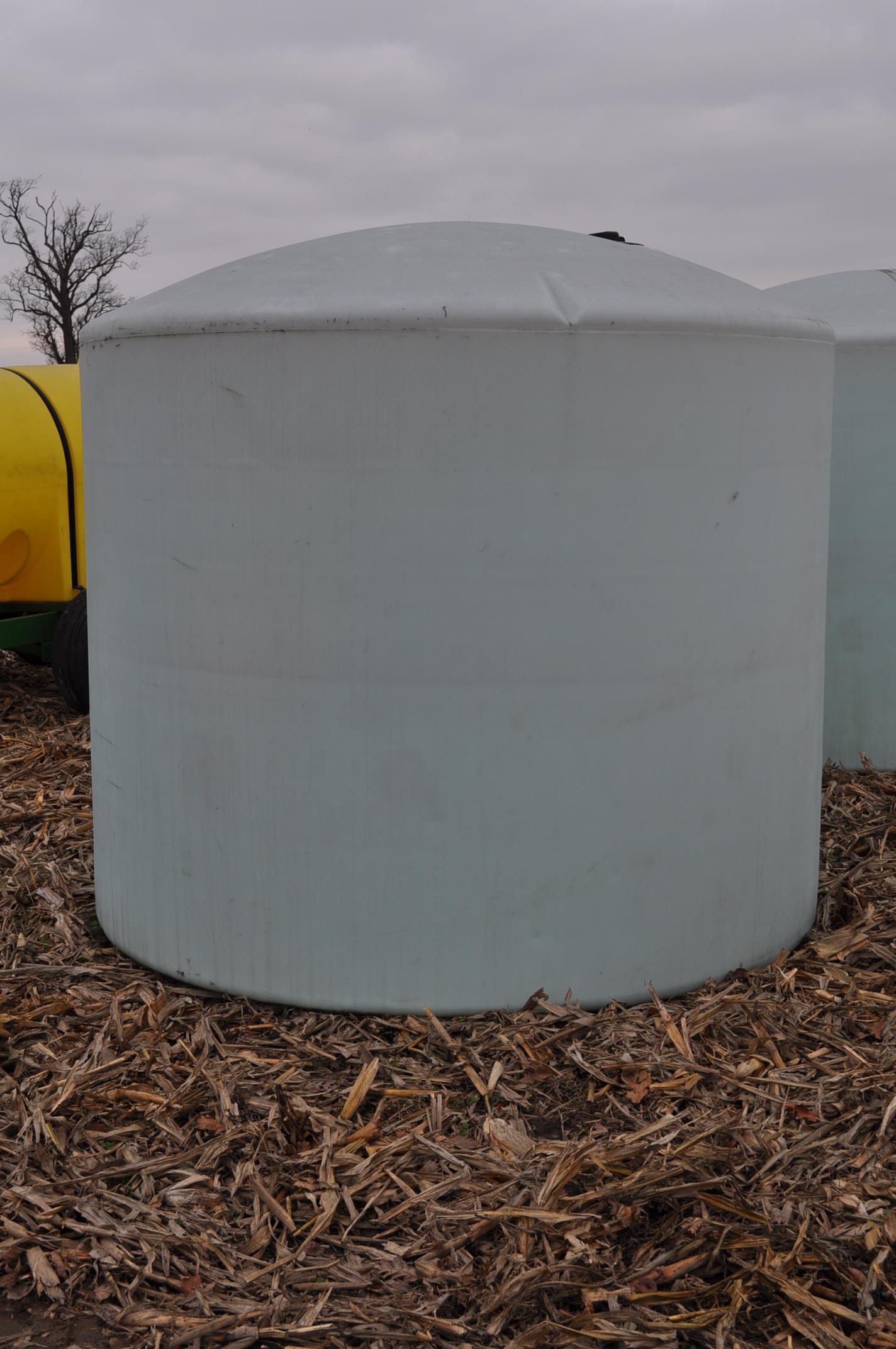 2500 gallon flat bottom poly tank - Image 3 of 4