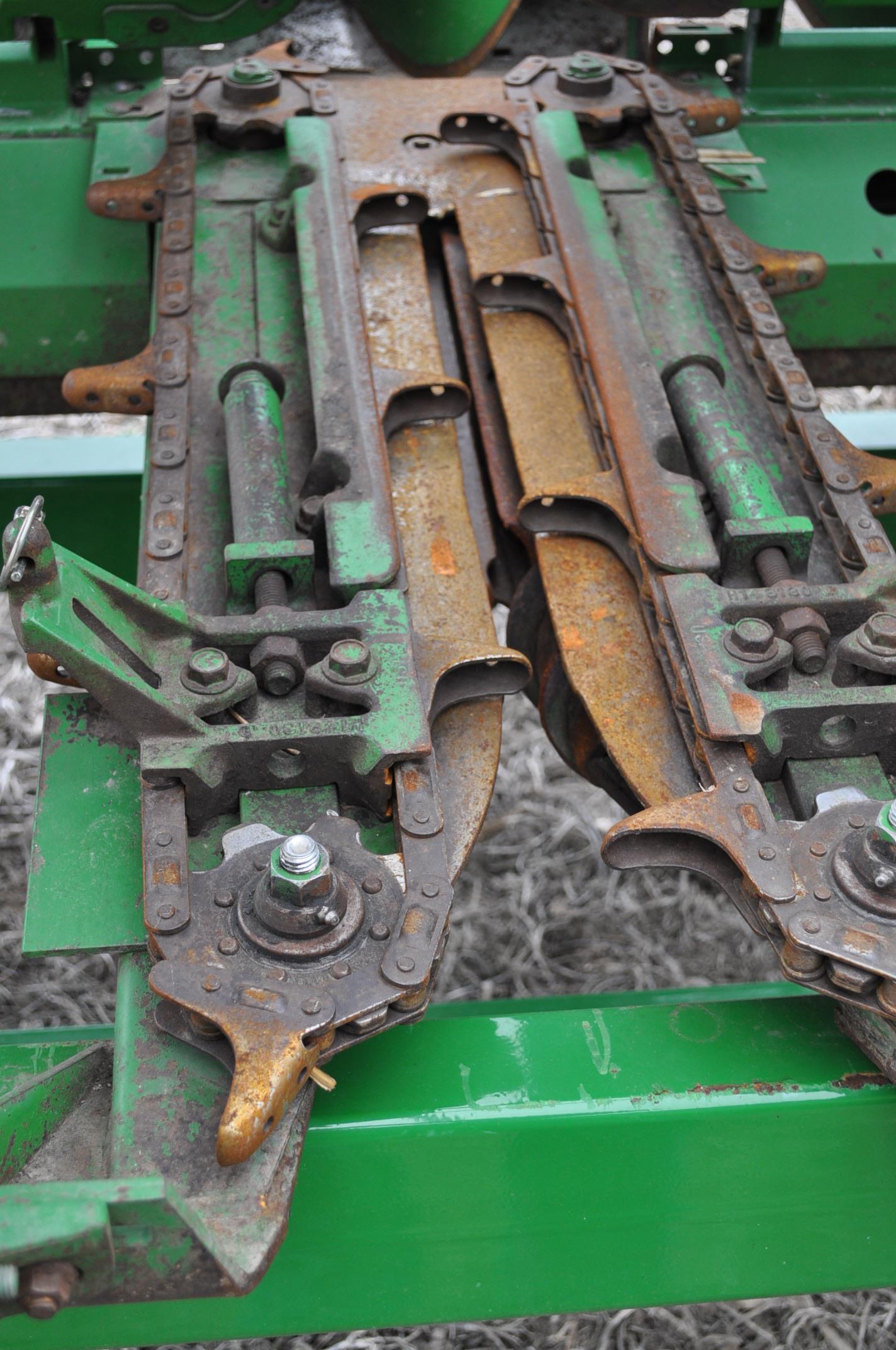 John Deere 693 corn head, poly, hyd drive, down corn reel, pto shafts, SN 655654 - Image 12 of 17