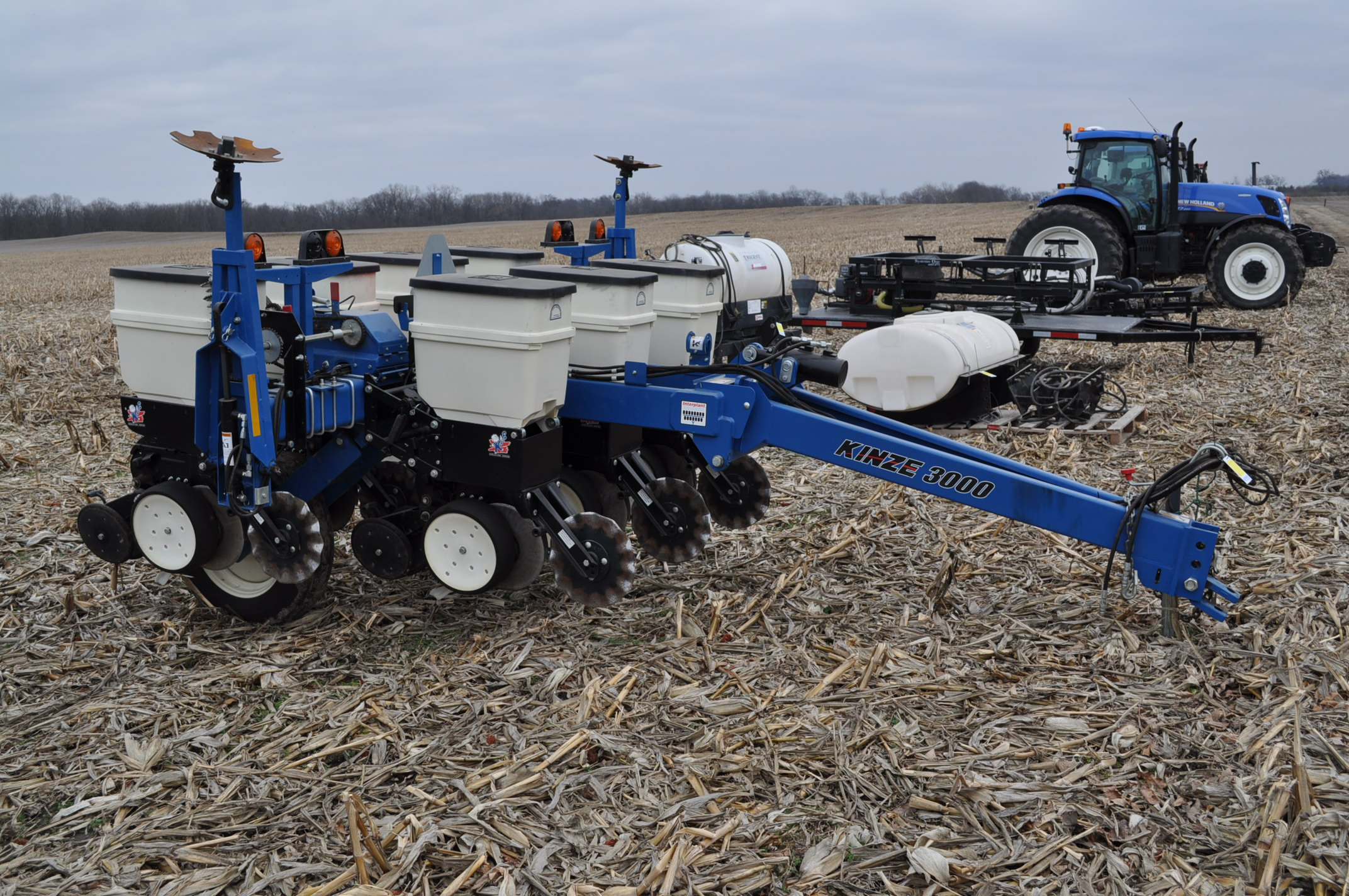 Kinze 3000 planter 4/7 planter, boxes, no-till, pull-type, ground drive, markers, rubber closing - Image 4 of 14