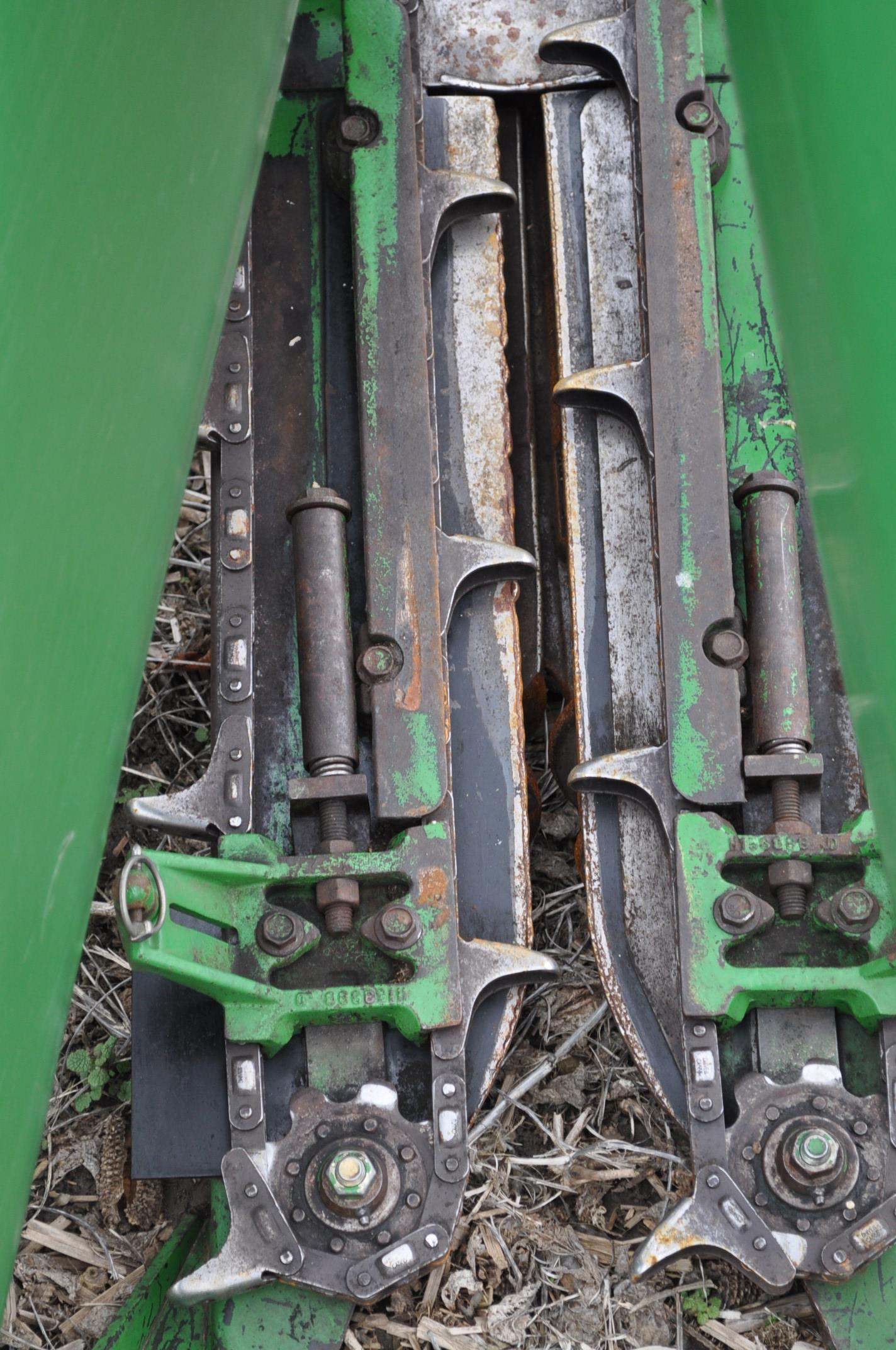 John Deere 693 corn head, poly, fluted rolls, hyd deck plates, pto shafts, SN 710815 - Image 10 of 14