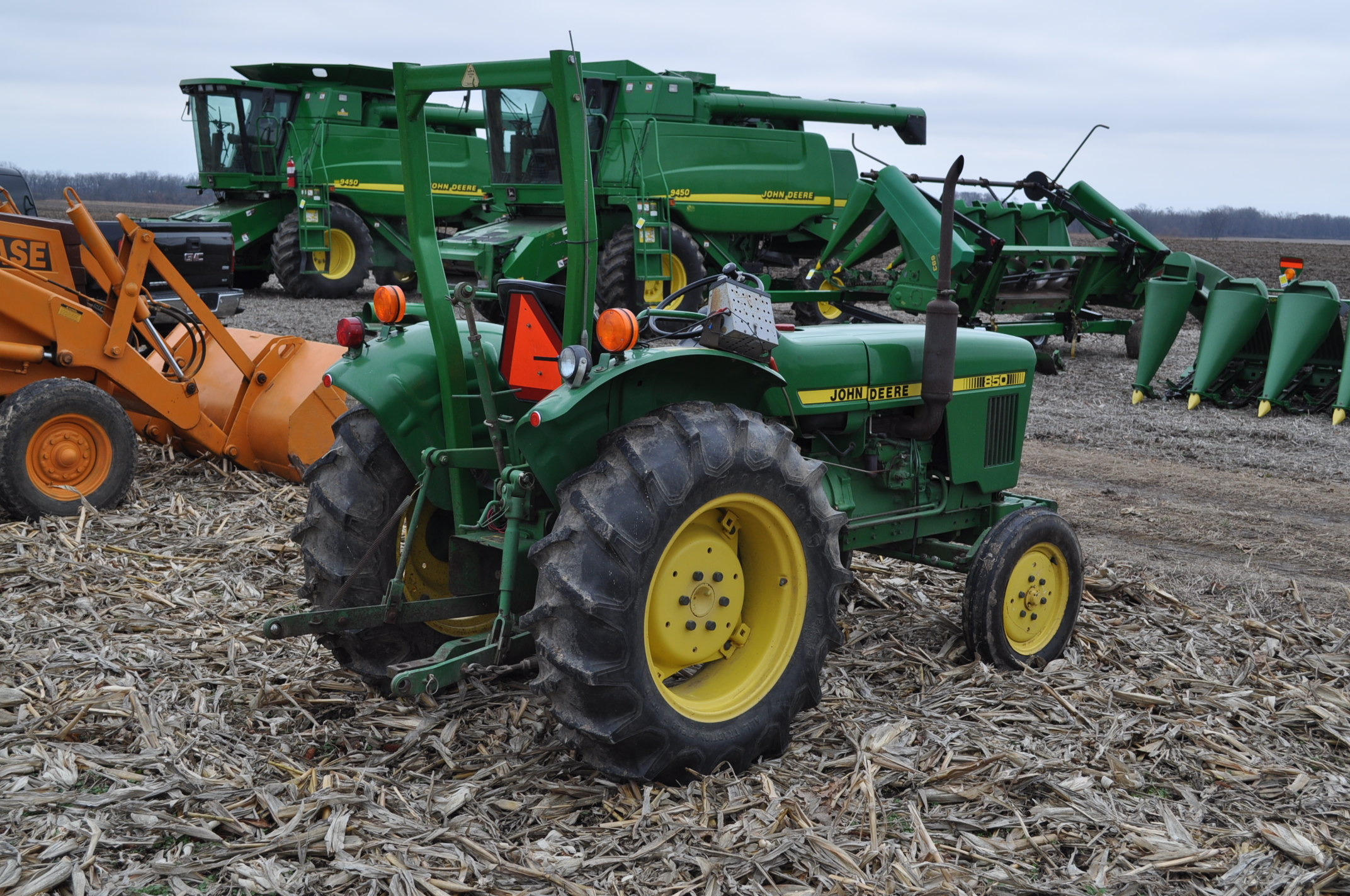 John Deere 850 utility tractor, diesel, 12.4-24 rear, 5.00-16 front, 2 hyd remotes, 3 pt, 540 pto, - Image 3 of 13