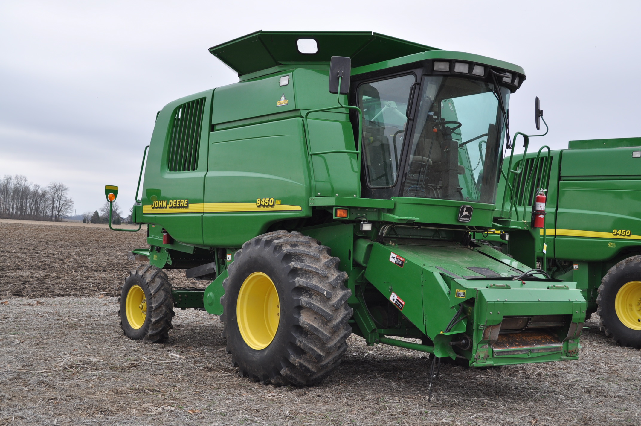 John Deere 9450 combine, 30.5-L32 drive, NEW 14.9-24 rear, chopper, chaff spreader, Mauer bin - Image 4 of 24
