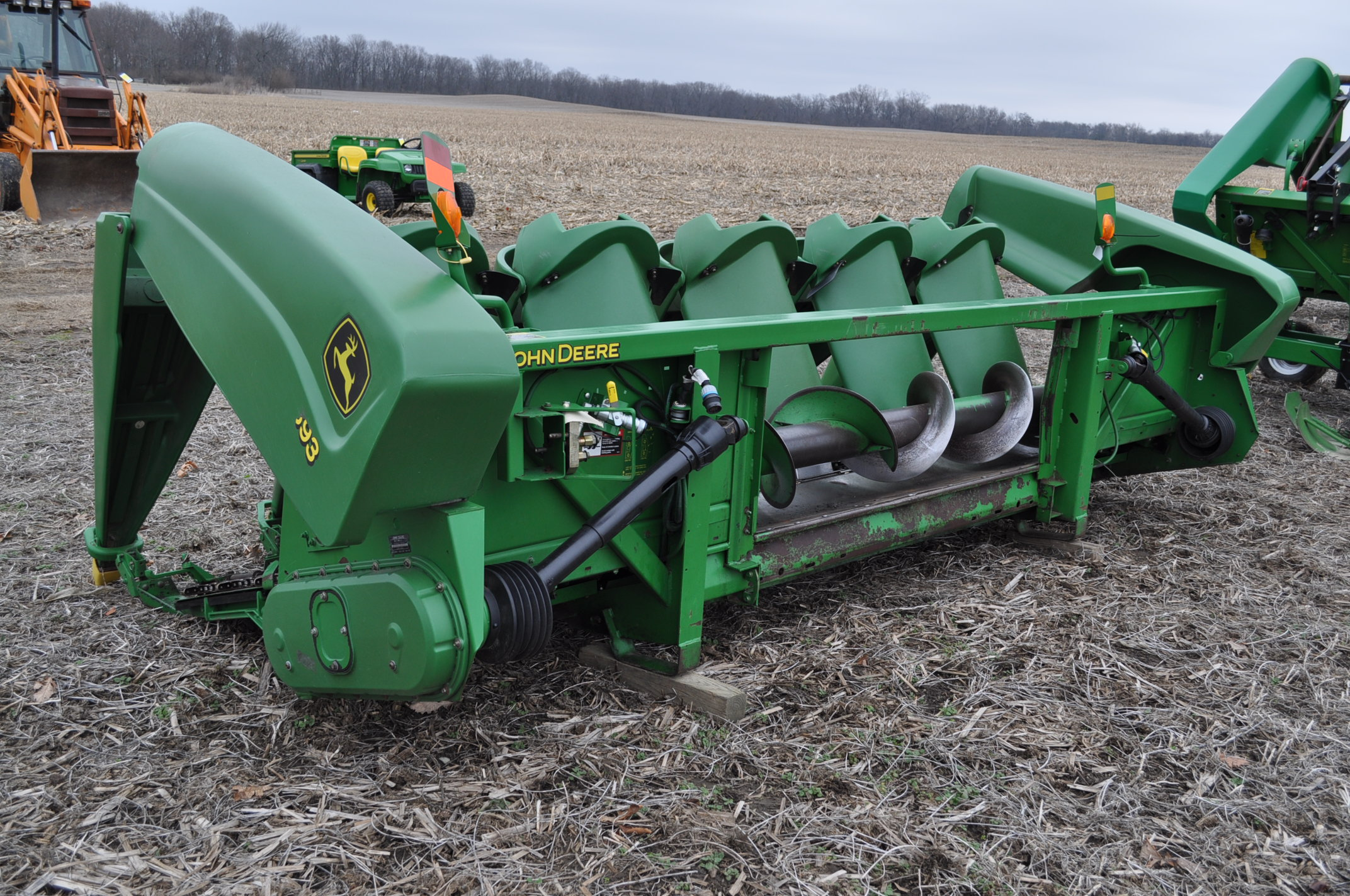John Deere 693 corn head, poly, fluted rolls, hyd deck plates, pto shafts, SN 710815 - Image 2 of 14