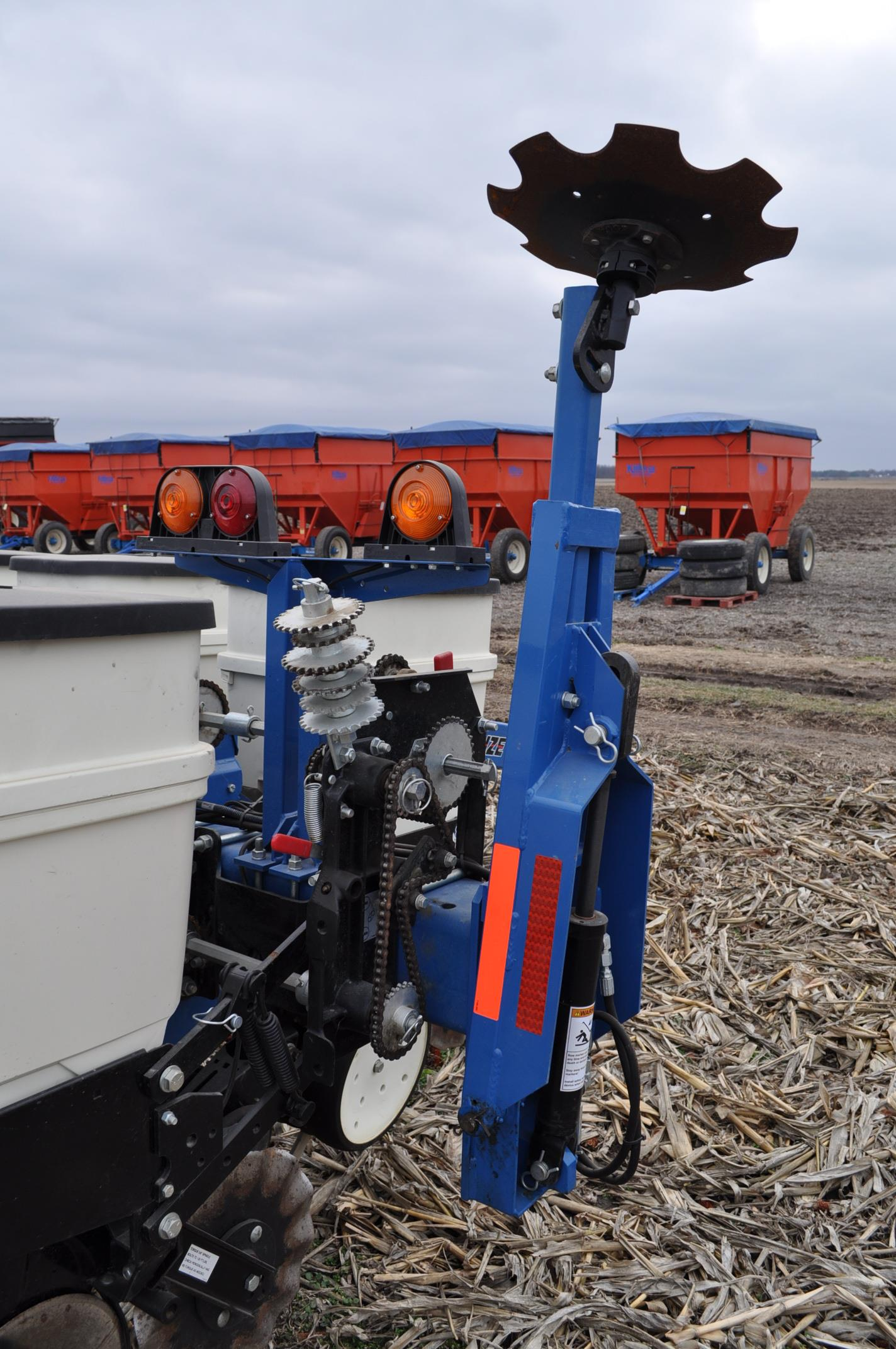 Kinze 3000 planter 4/7 planter, boxes, no-till, pull-type, ground drive, markers, rubber closing - Image 14 of 14