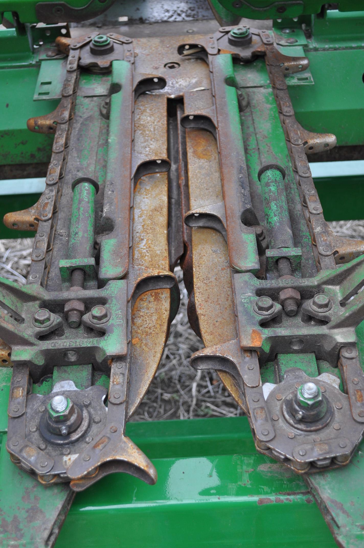John Deere 693 corn head, poly, hyd drive, down corn reel, pto shafts, SN 655654 - Image 15 of 17