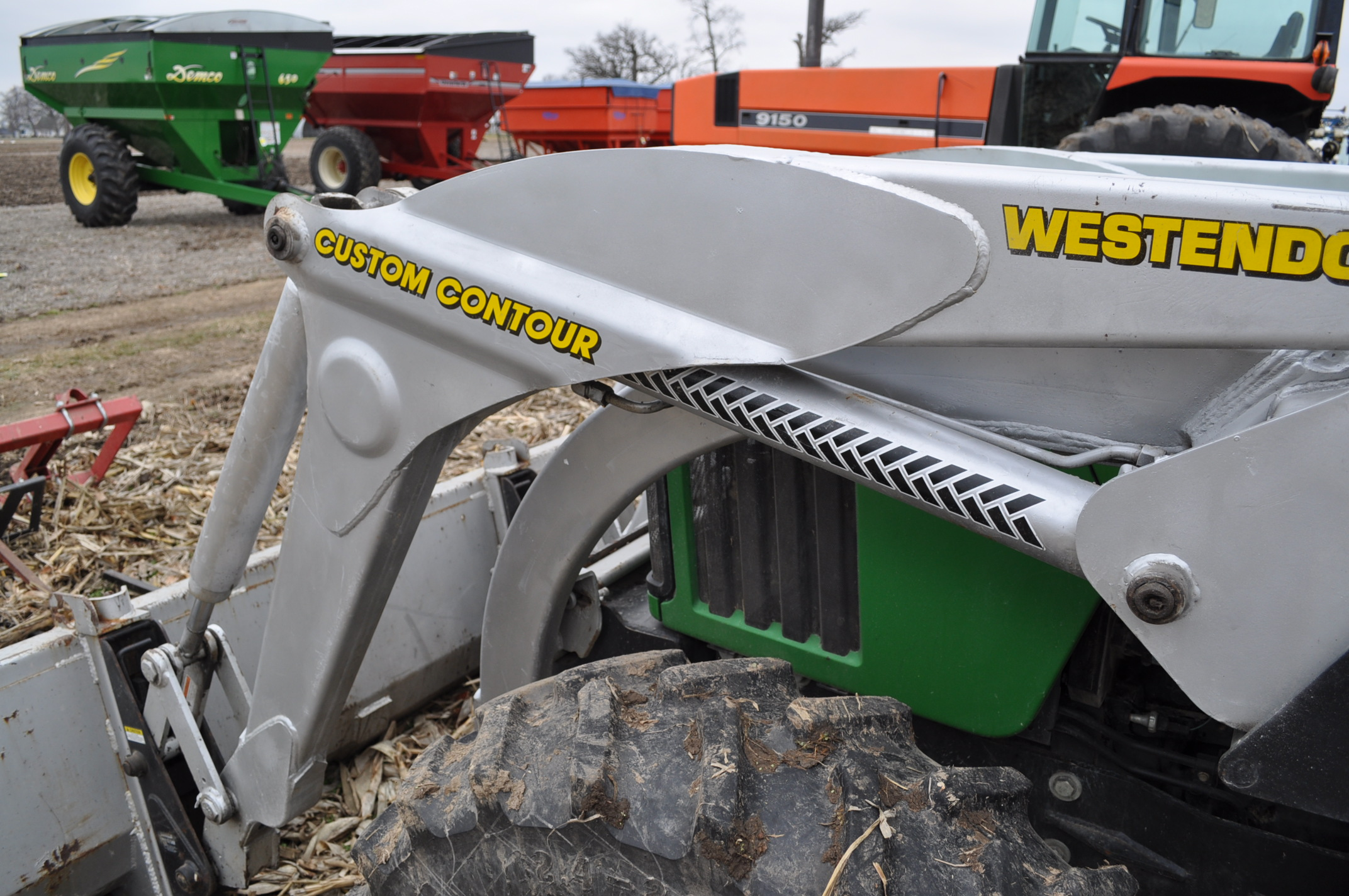 John Deere 5520 utility tractor, MFWD, 18.4 R 30 rear, 12.4-24 front, rear wheel wts, 2 hyd remotes, - Image 20 of 26