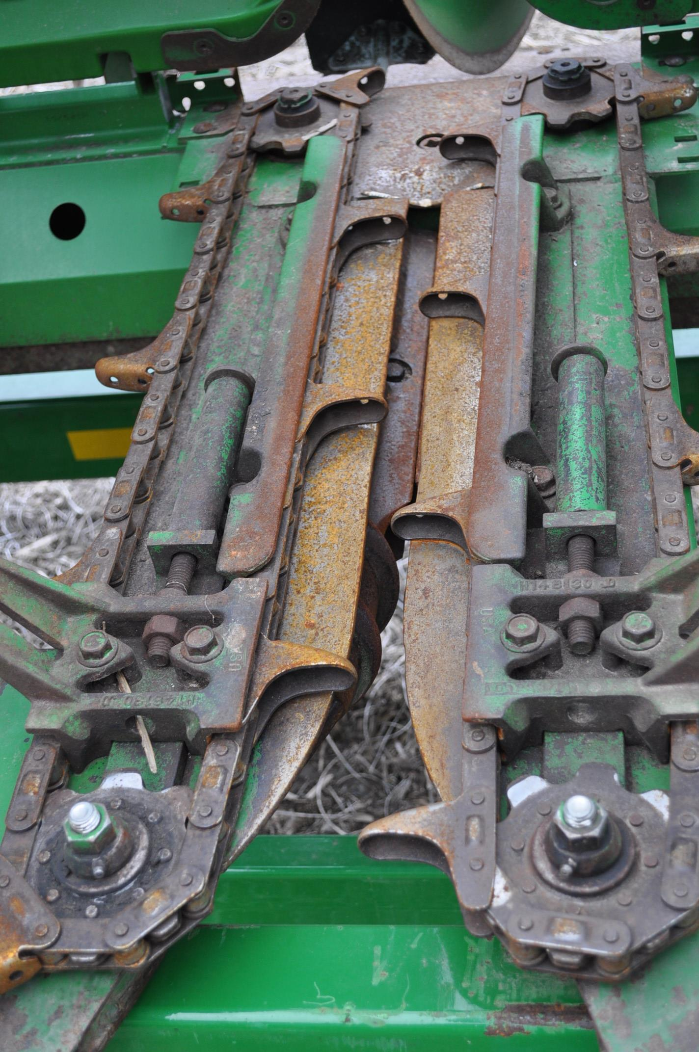 John Deere 693 corn head, poly, hyd drive, down corn reel, pto shafts, SN 655654 - Image 14 of 17