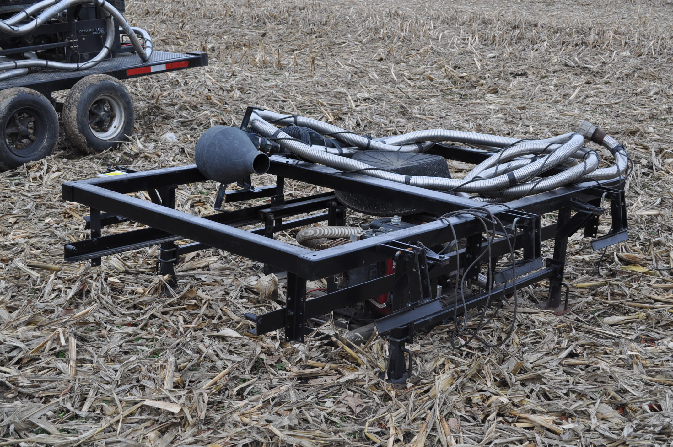 Yetter Seed Jet II air transfer seed tender, holds 2 pro boxes, Briggs & Stratton gas engine - Image 2 of 9