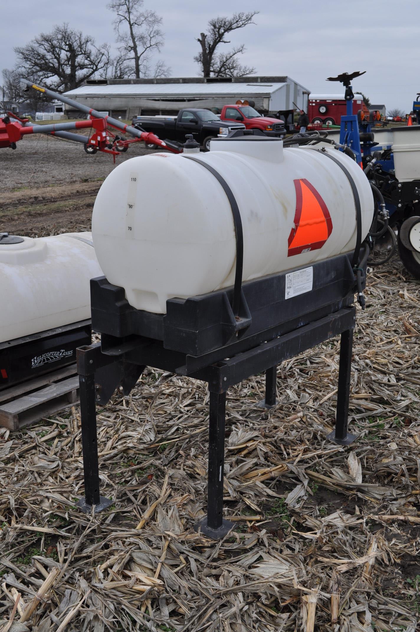 Redball 110 gallon poly tankw/ 12 volt pump, 3 pt. - Image 2 of 10