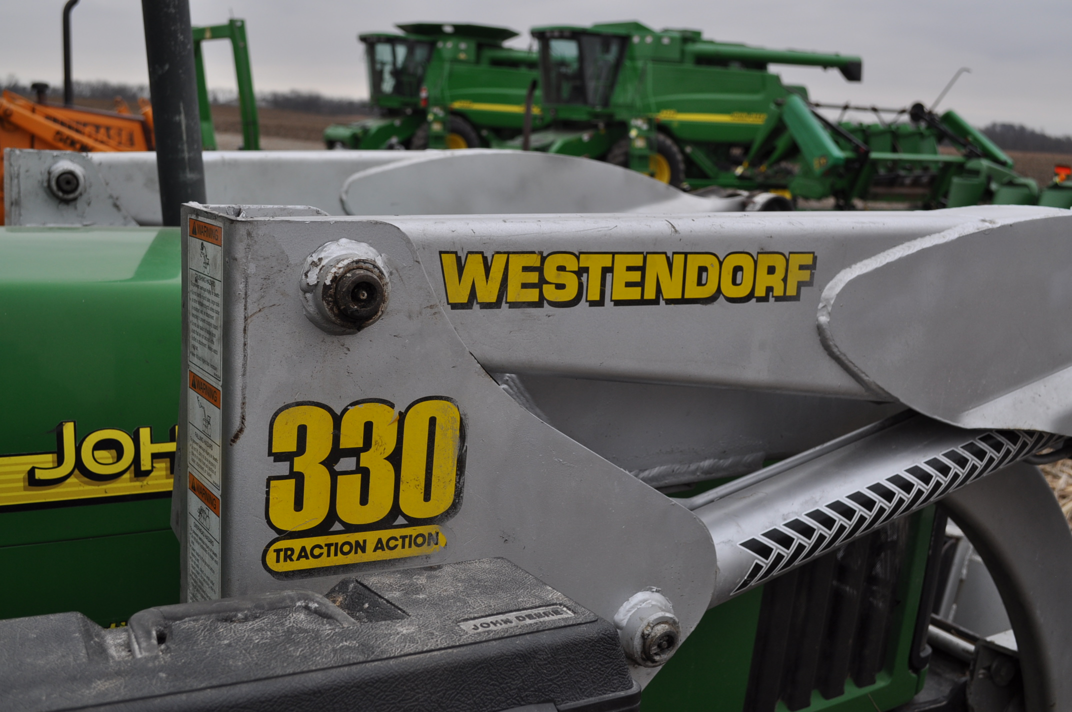John Deere 5520 utility tractor, MFWD, 18.4 R 30 rear, 12.4-24 front, rear wheel wts, 2 hyd remotes, - Image 17 of 26