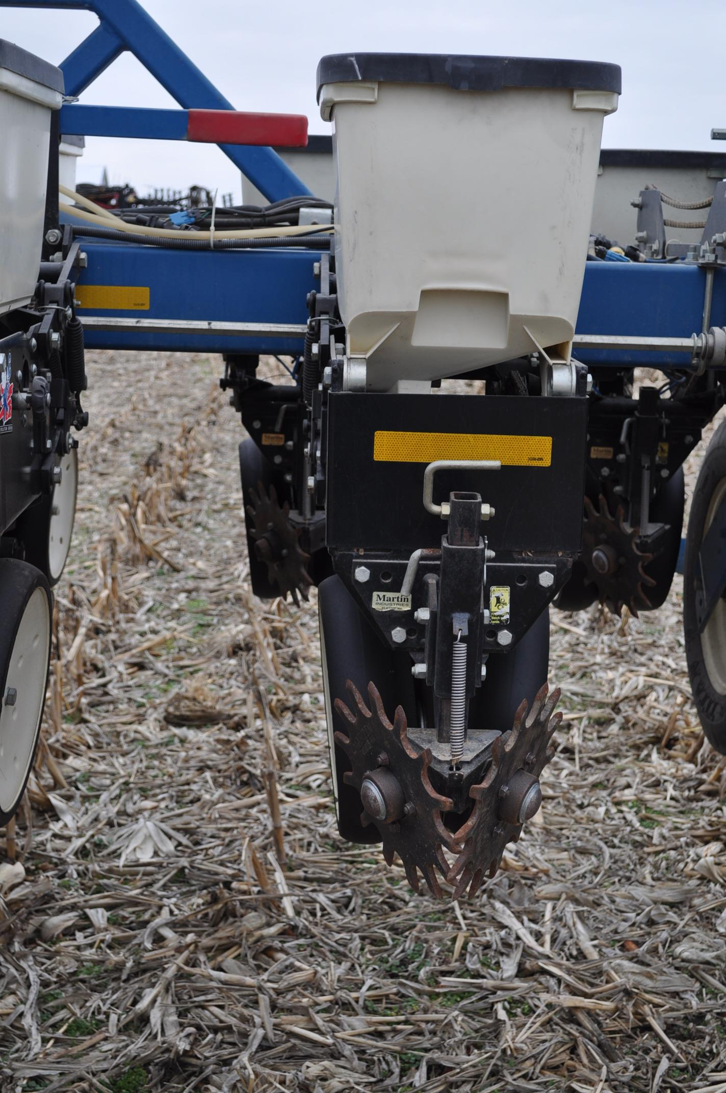 Kinze 3600TR planter, 12/24 twin row, Martin row cleaners, markers, finger pick up, cast closing - Image 12 of 20