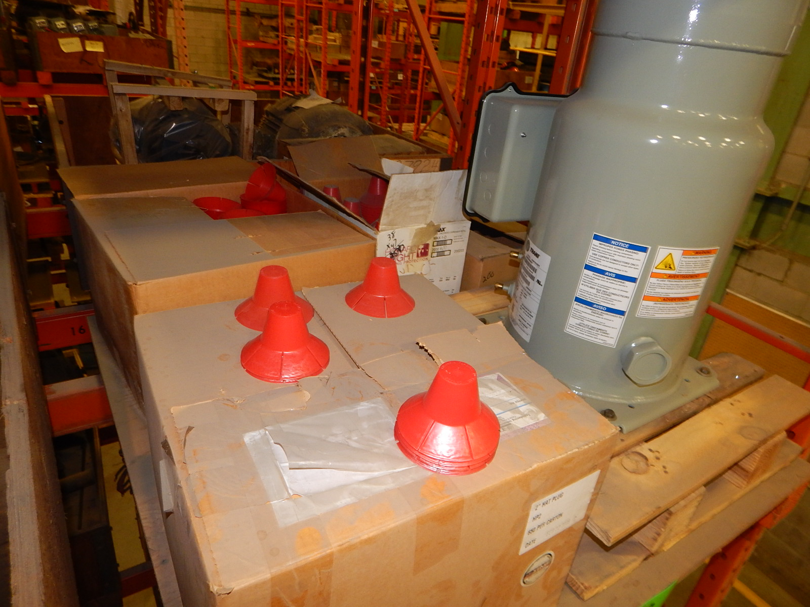LOT/ COMPRESSOR AND PLASTIC PLUGS (CMD) - Image 4 of 4