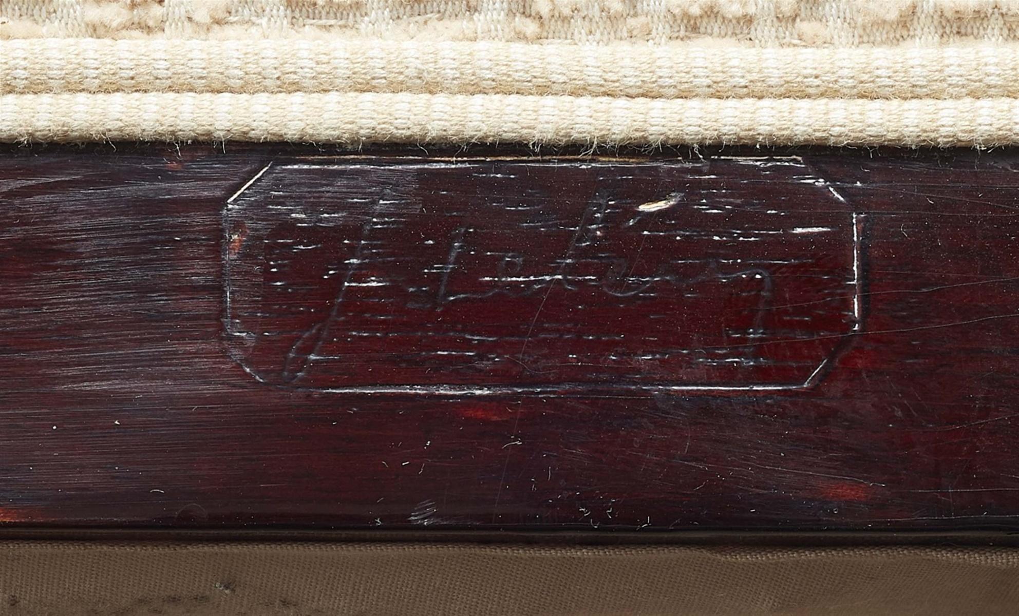 Lot 88 - Bergère mit OttomaneRötlich gebeiztes Hartholz, Polsterung, ersetzter Textilbezug. Zarge des