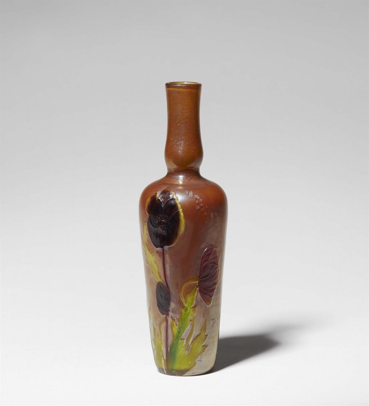 Los 21 - Vase coquelicotGelb unterfagenes irisiertes Klarglas mit hoch cameogeschnittenem, teils