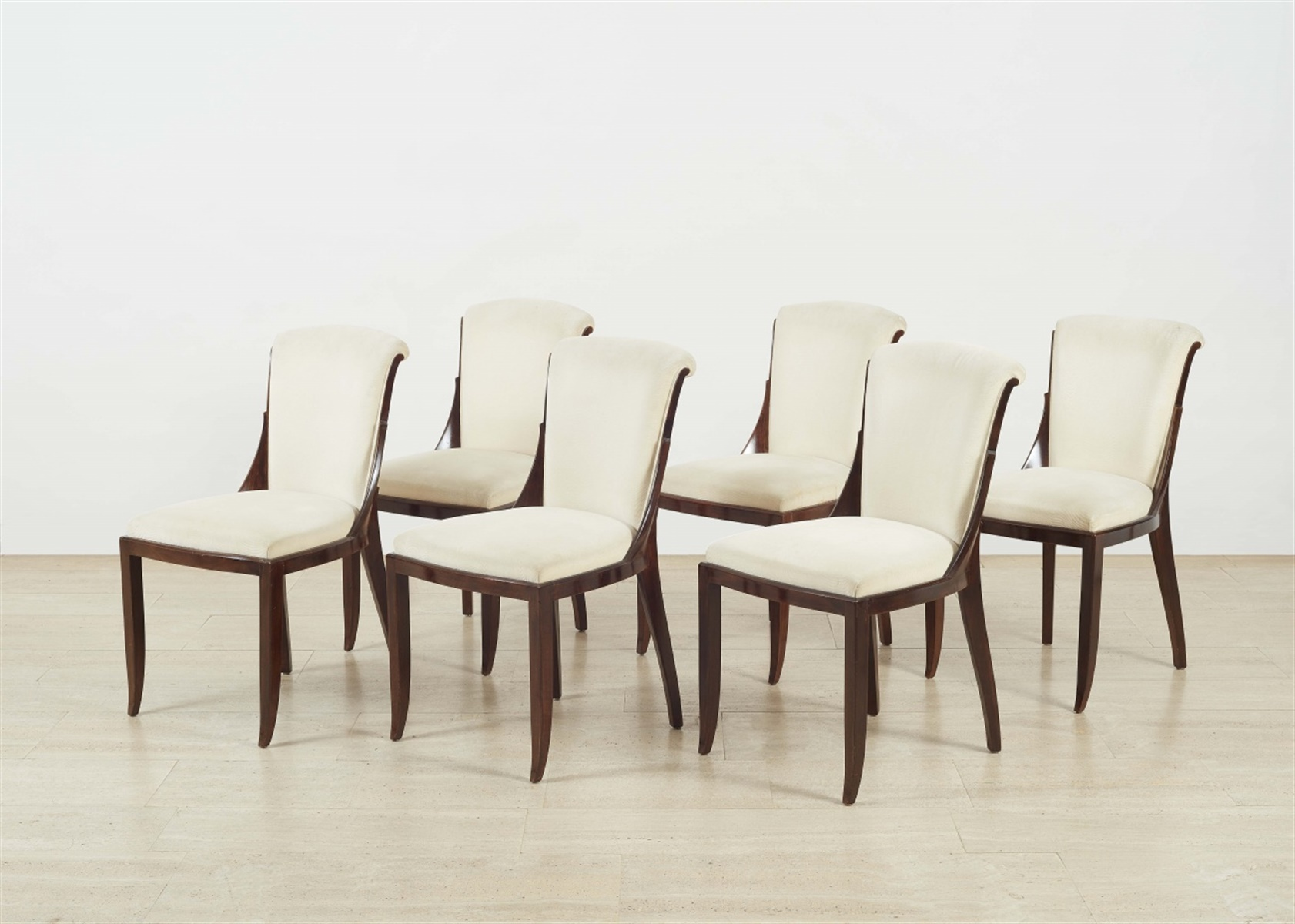 Satz von sechs StühlenBuche, Polsterung, ersetzte Textilbezüge. Pressnummer 18550812. Ältere