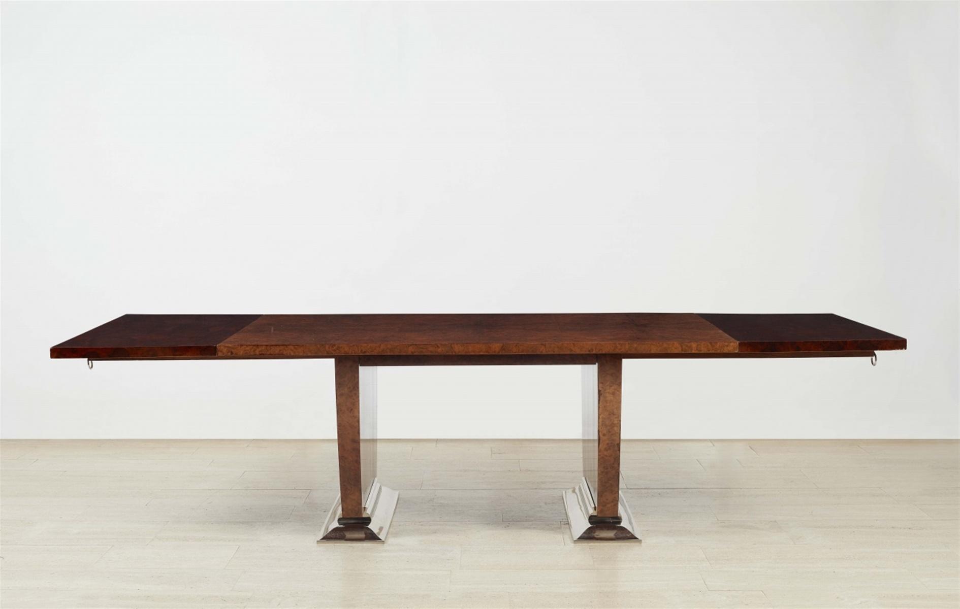 Esstisch Nr. 1219Rapportgeschnittenes Maserfurnier auf Eiche, Metallfüße. Repräsentativer Tisch - Bild 2 aus 2