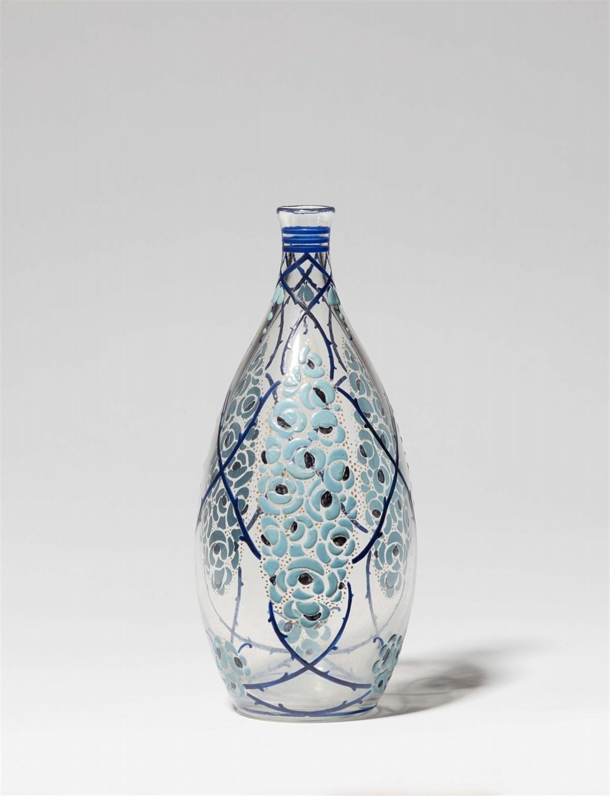 Lot 77 - Vase Art DécoMundgeblasenes Klarglas mit opakem polychromen Emaildekor. Blaue Emailsignatur M.