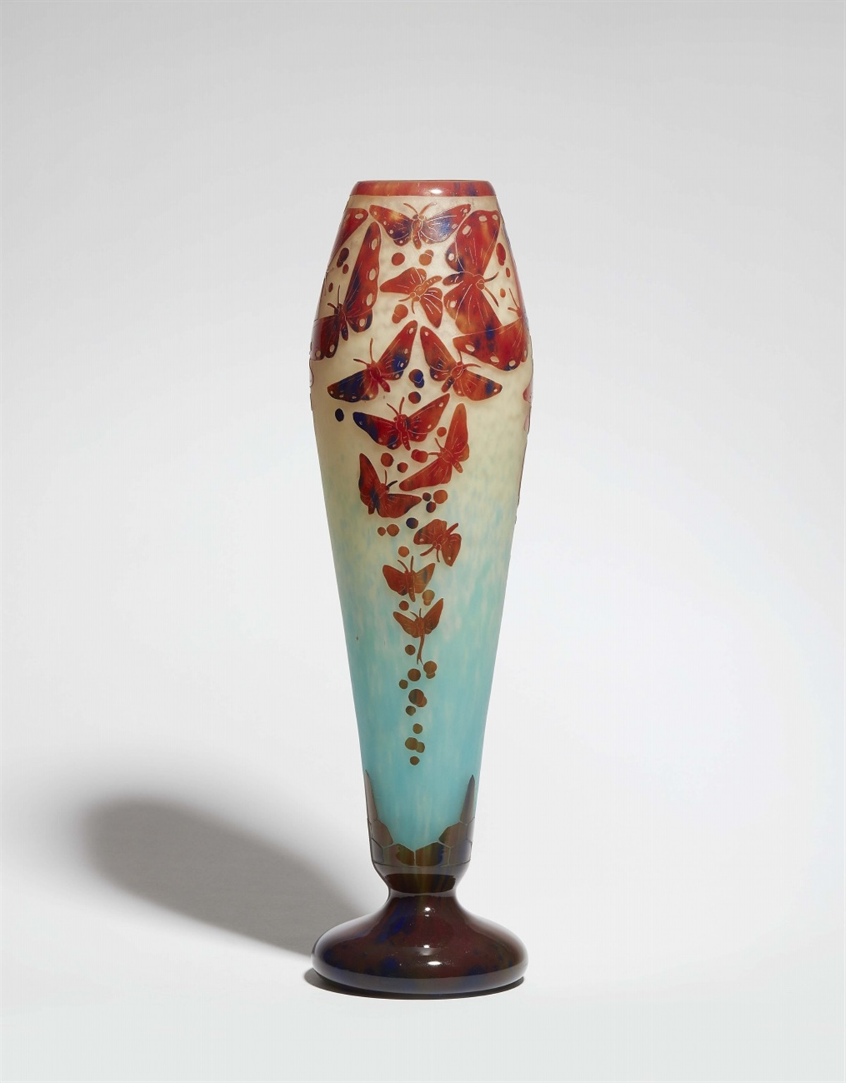 Vase papillonsMattes Milchglas mit gewölkten Pulvereinschmelzungen in Weiß und Blau, geätzter