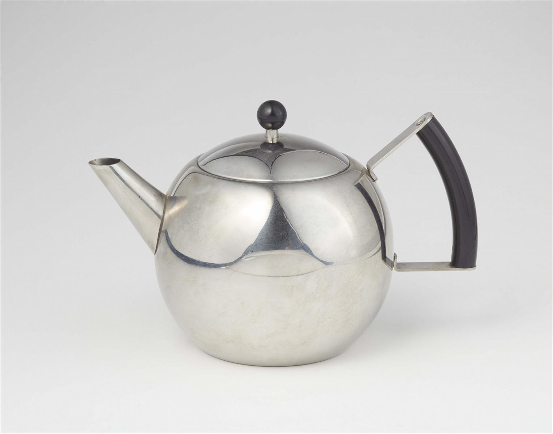 TeekanneVerchromtes Metall, Bakelit. Nachlassstempel. H 15,8 cm. England oder USA, 1930er / 1940er