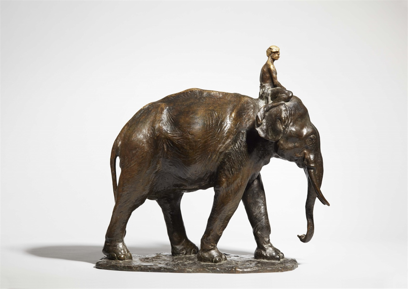 Lot 51 - Eléphant et mahoutBronze gegossen, ziseliert und patiniert. Bedeutende Tierplastik im