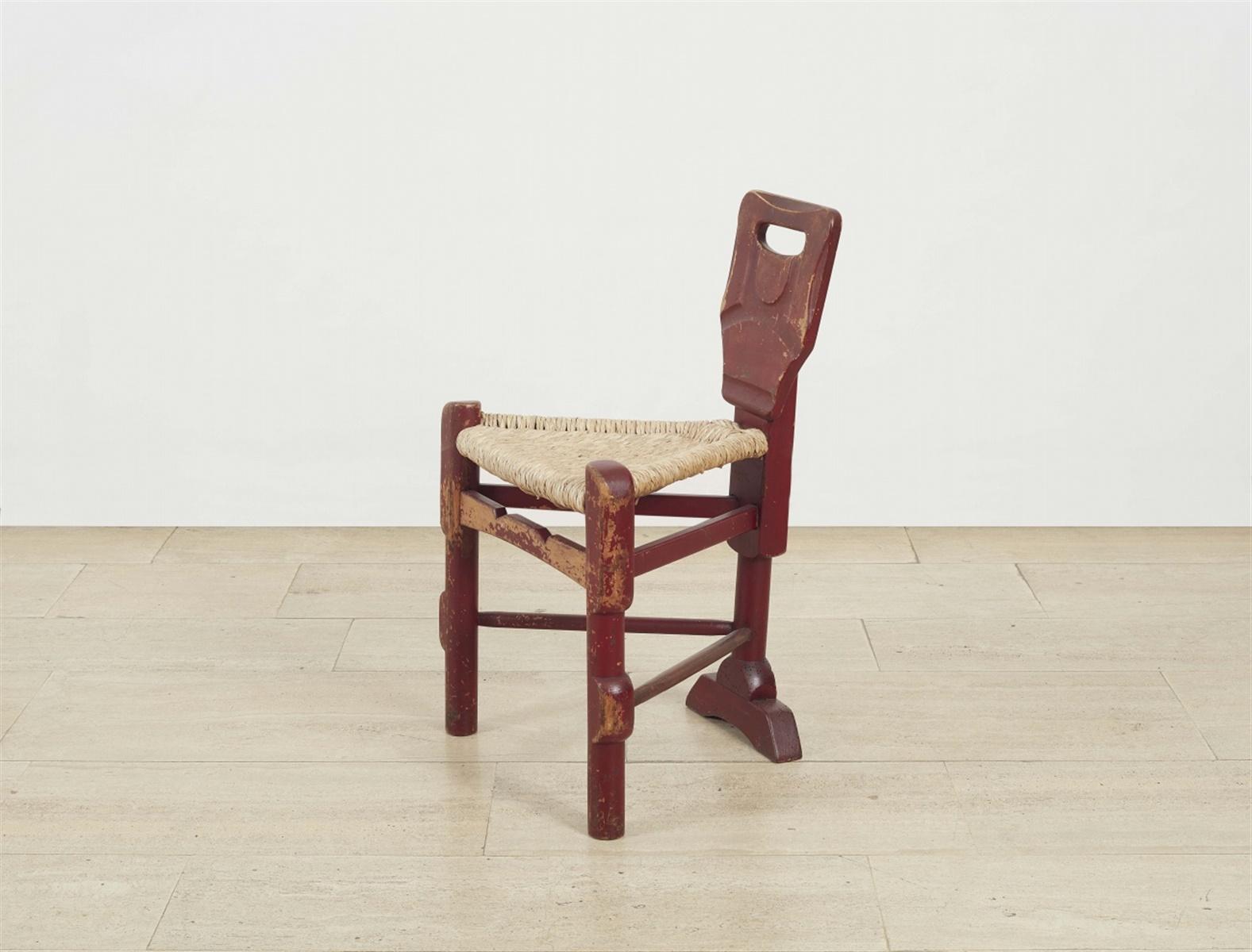 Seltener Stuhl von Bernhard HoetgerRot gefasstes Hartholz, Binsengeflecht. Ausgefallenes,