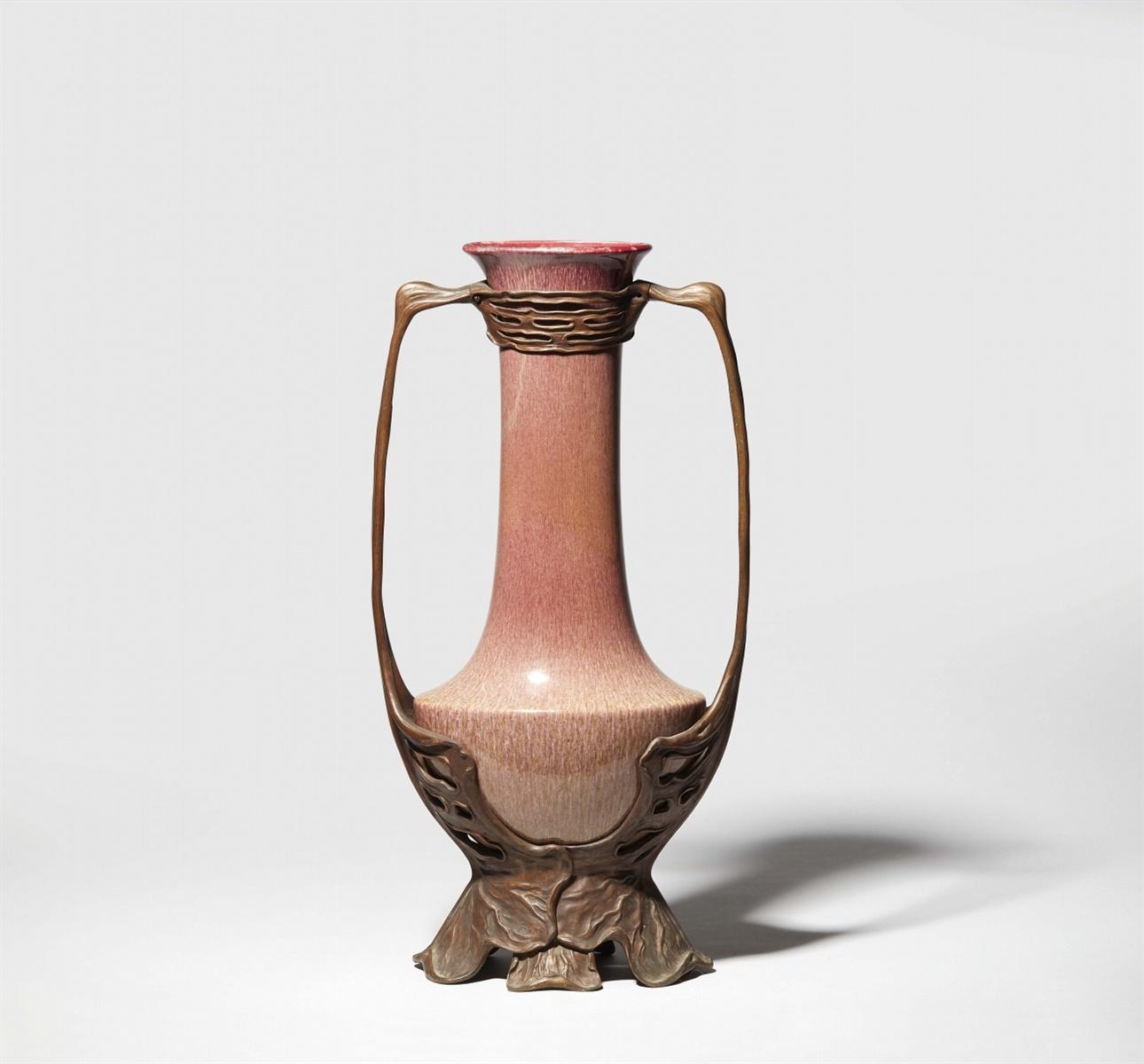 Große Vase von Otto EckmannKeramik/ Porzellan (?) mit opaker Kupferoxidglasur in Ochsenblutrot mit