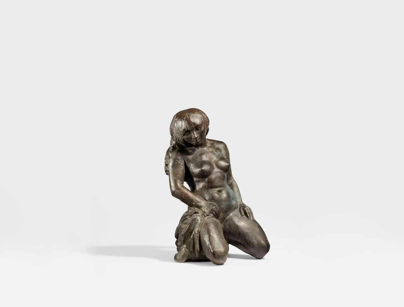 Los 18 - Grzimek, Waldemar1918 Rastenburg/East Prussia - 1984 BerlinKnieende. 1976. Bronze, black