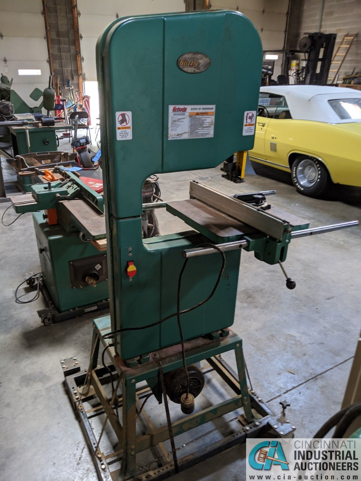 """16"""" GRIZZLY MODEL G1073 VERTICAL BAND SAW; S/N 055901, 17"""" X 17"""" TABLE, 2-HP, SINGLE PHASE (8635 - Image 3 of 4"""