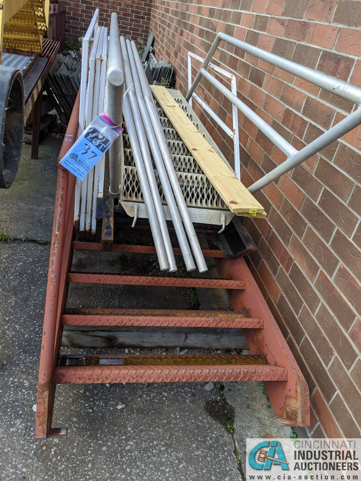 (LOT) ALUMINUM STEEL FRAME STEPS & STEEL TABLE (8635 East Ave., Mentor, OH 44060 - John Magnasum: